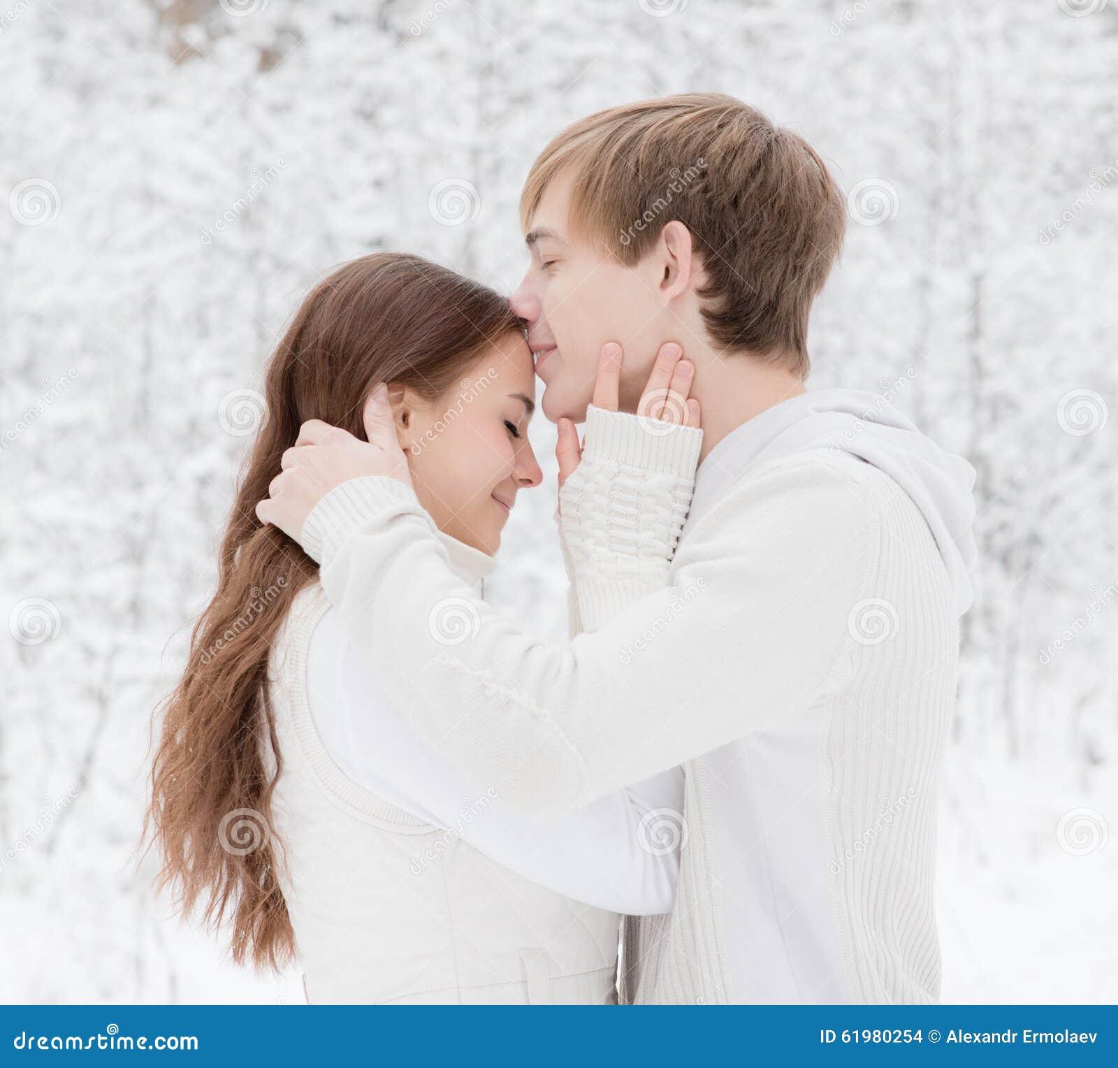 Пацан целует девушку во все места видео