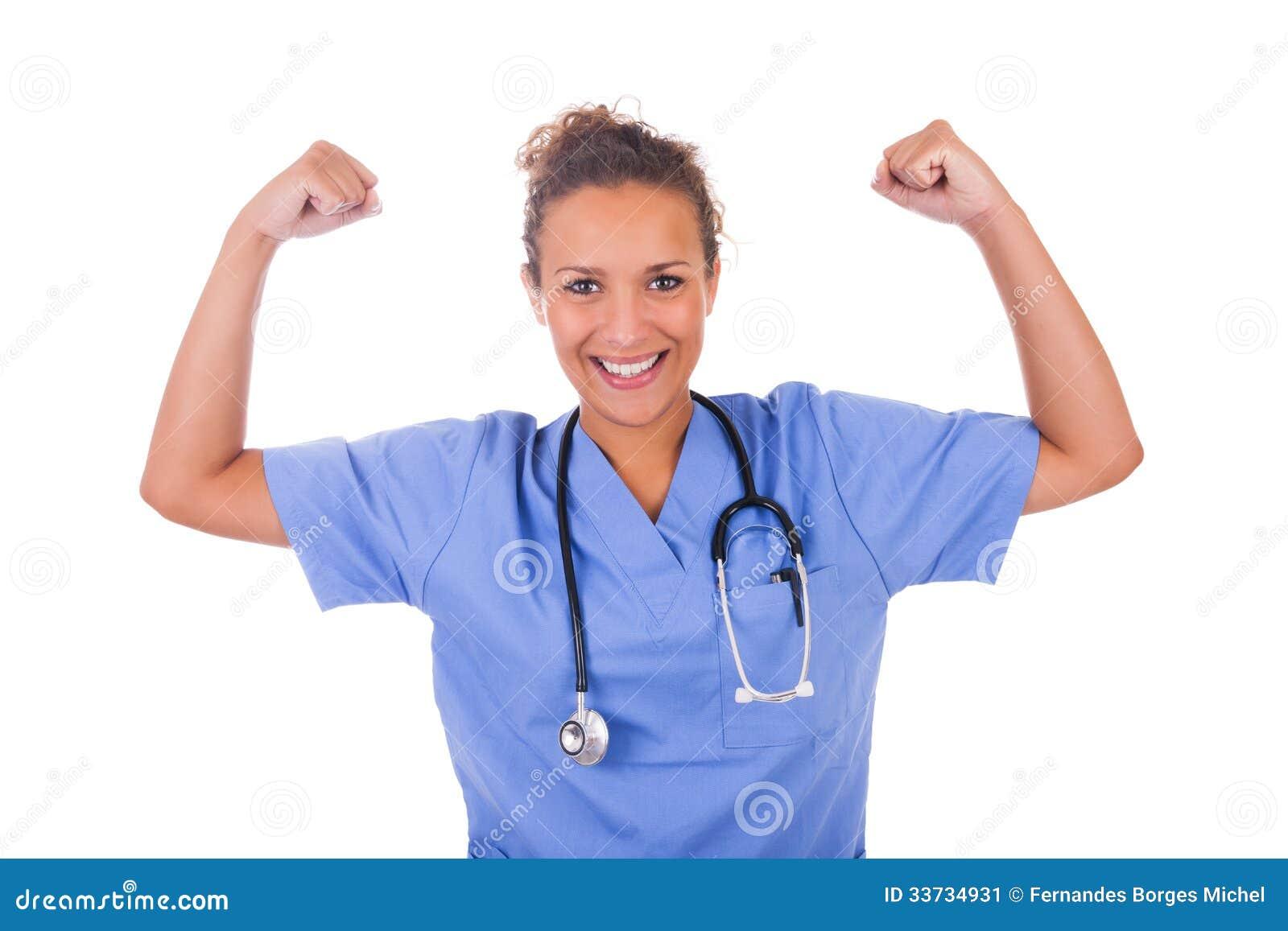 Молодой доктор при стетоскоп изолированный на белой предпосылке