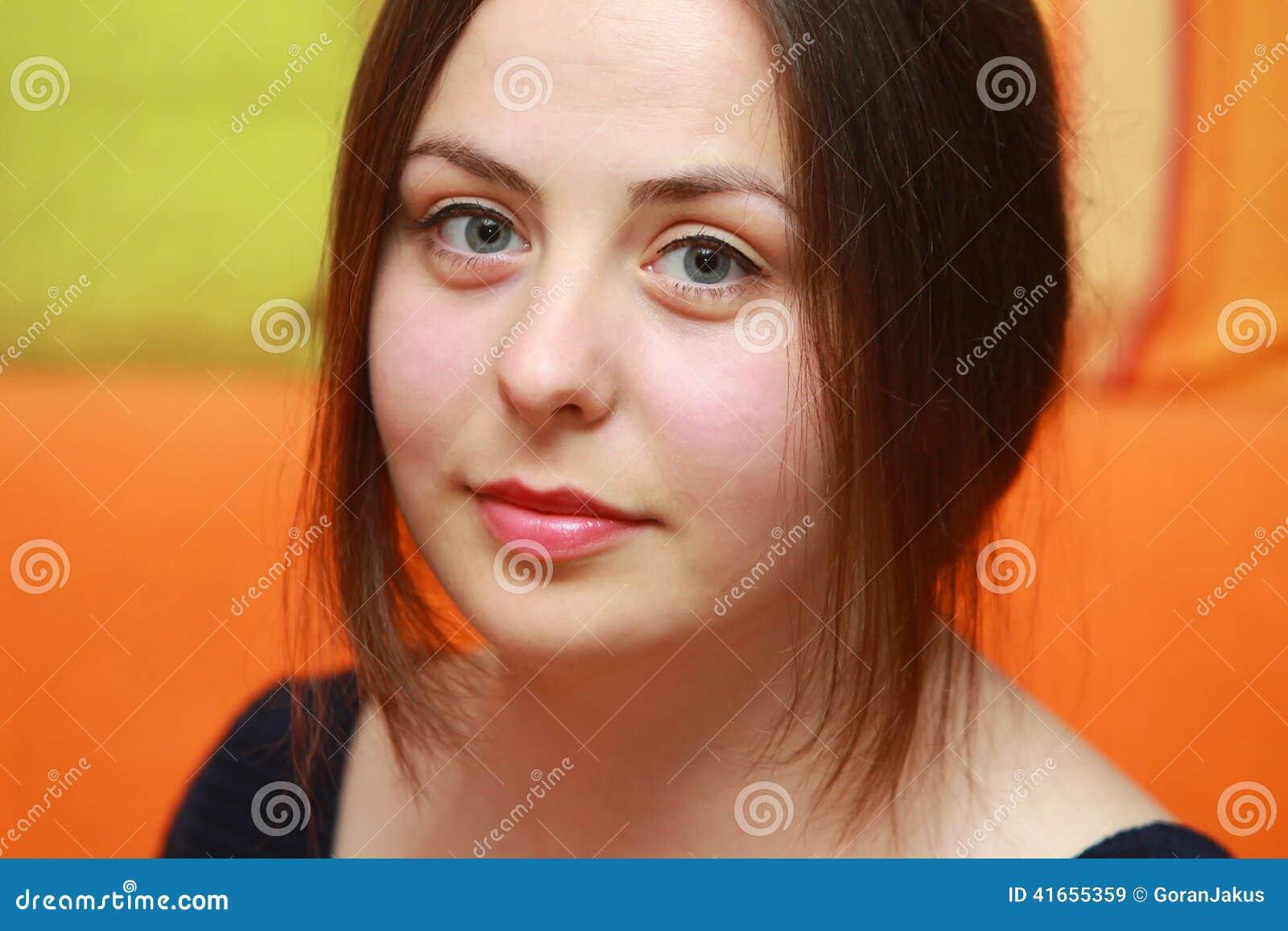 Молодой портрет брюнет
