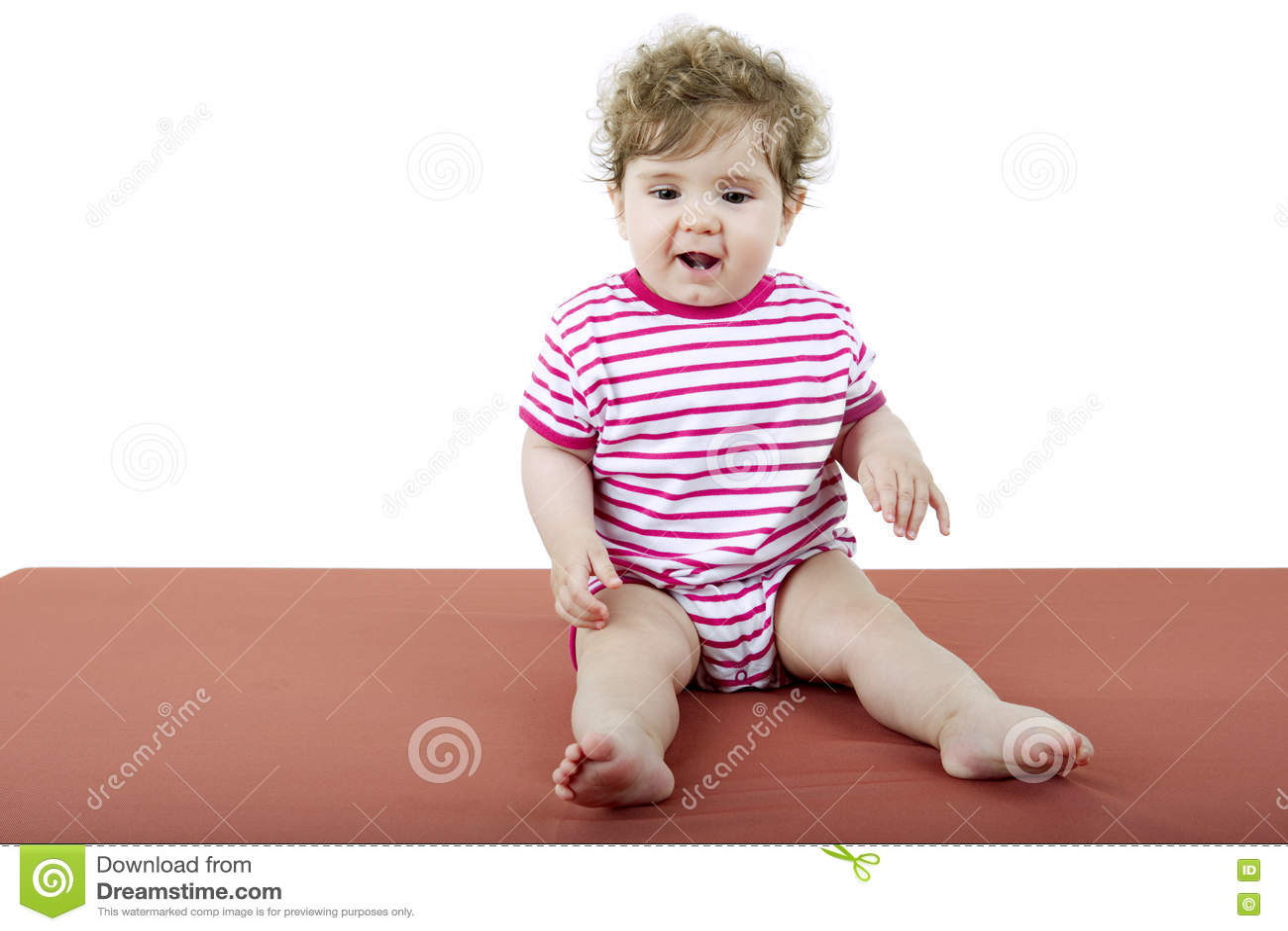 Download Молодой портрет младенца стоковое изображение. изображение насчитывающей малыш - 72292631