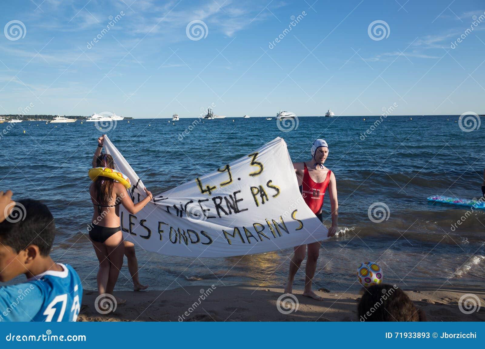 Молодой протест актеров против закона 49 3