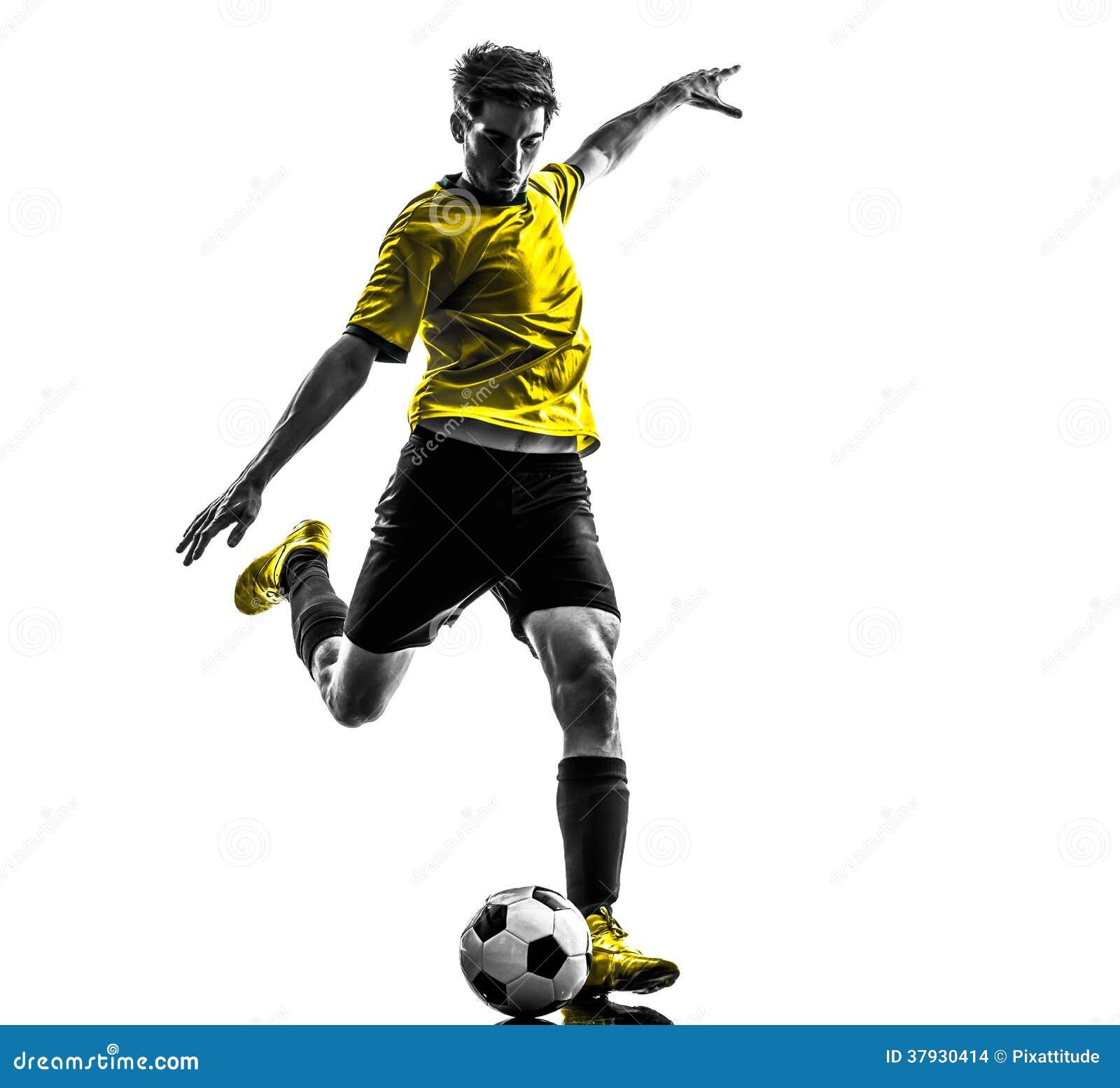 Молодой человек бразильского футболиста футбола пиная силуэт