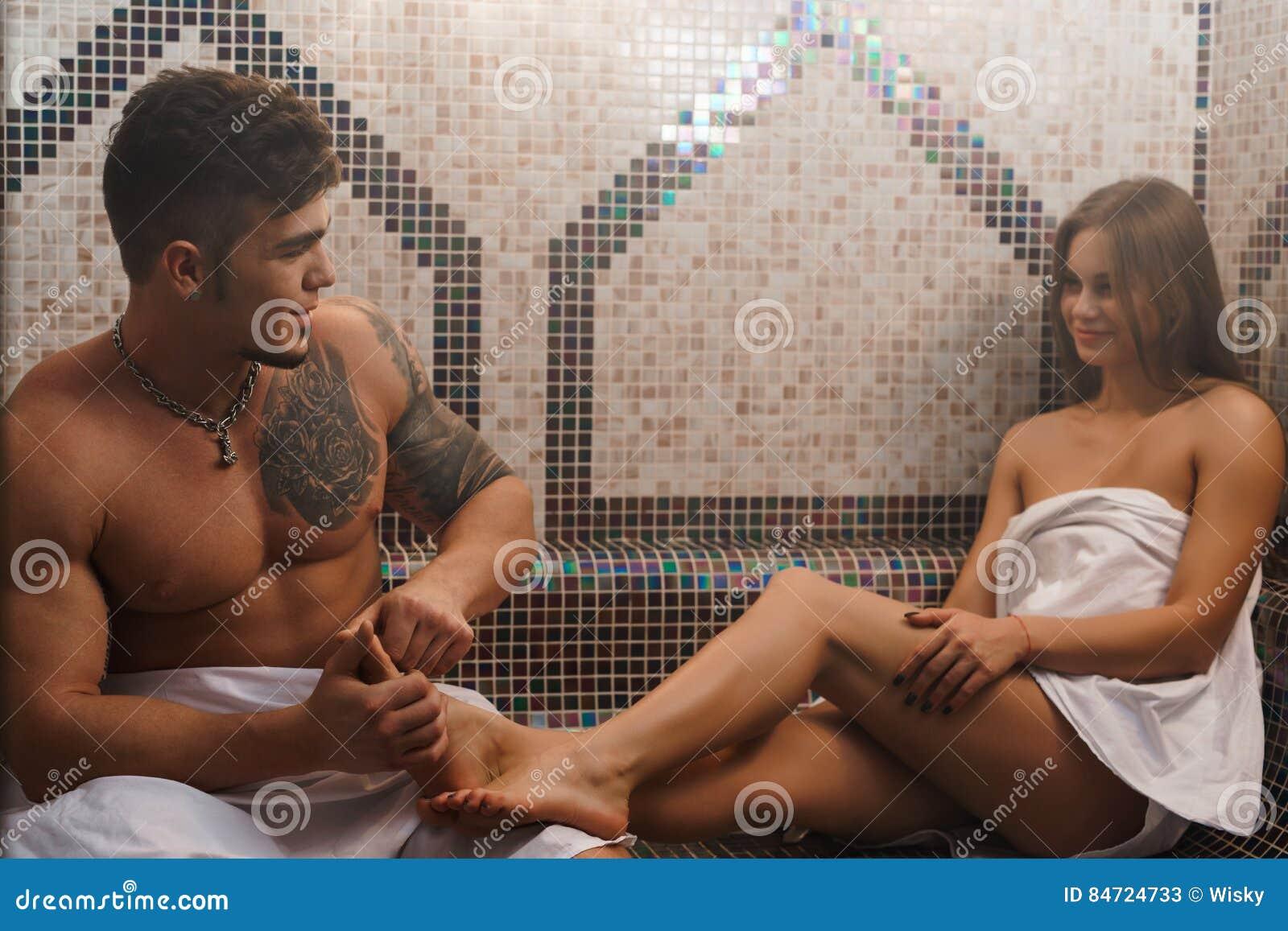 Массаж девушки в сауне эротический массаж галереи