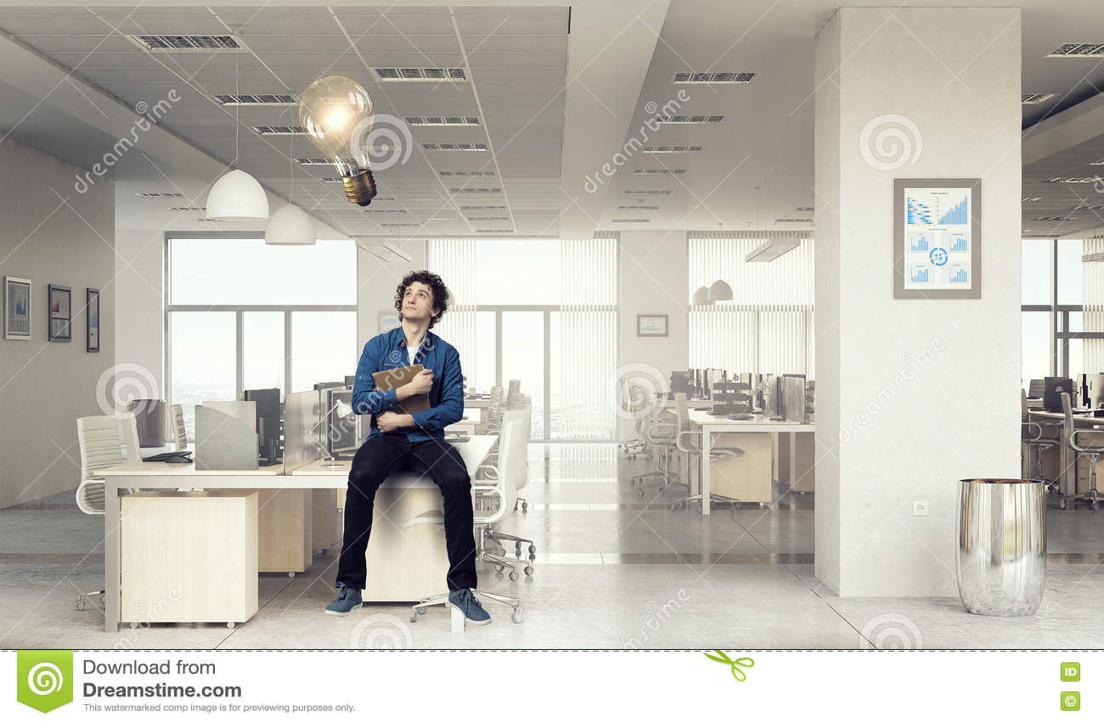 Download Молодой человек с книгой стоковое изображение. изображение насчитывающей учить - 72283177