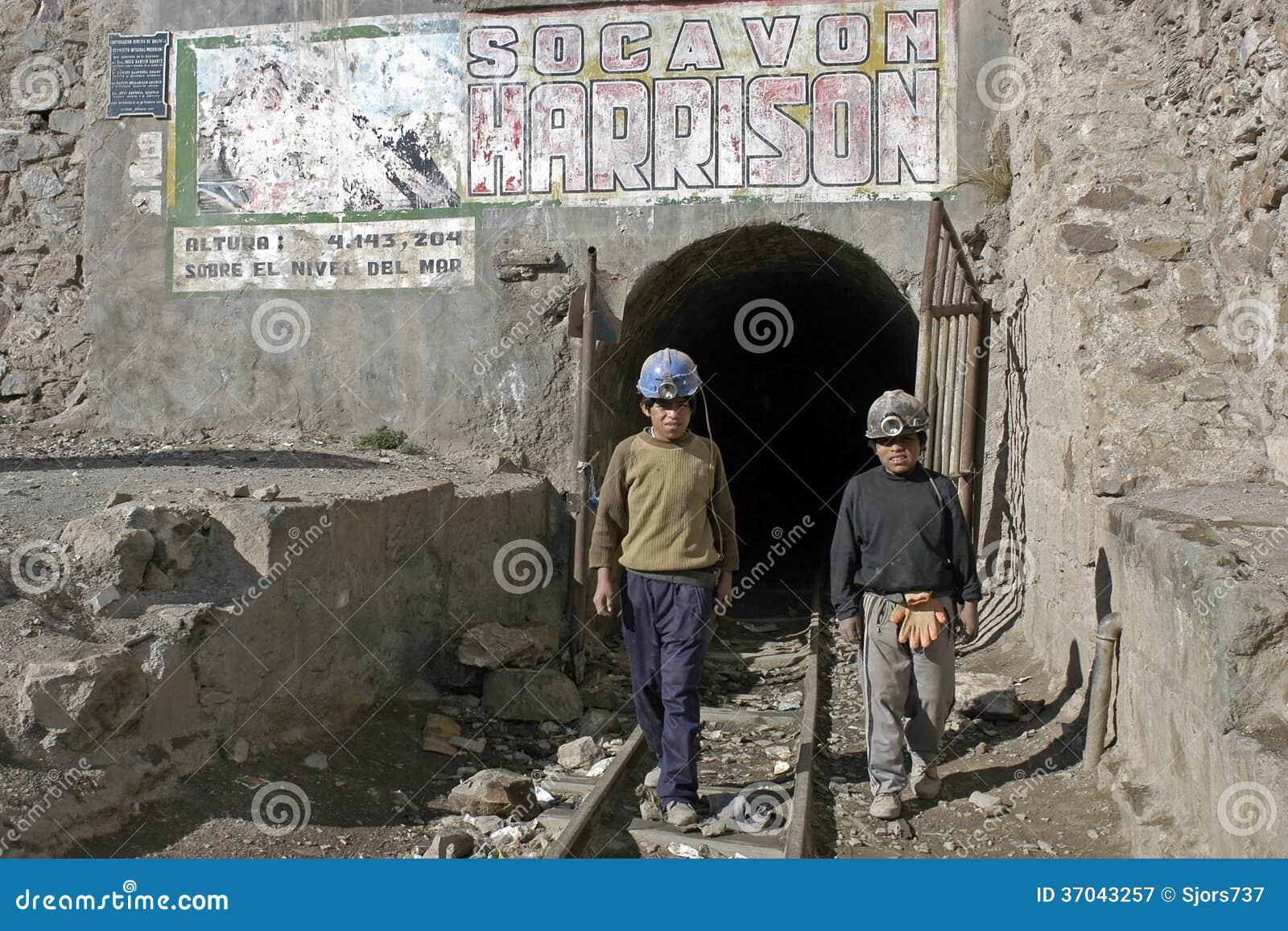 Молодые горнорабочие, детский труд в Huanuni, Боливии