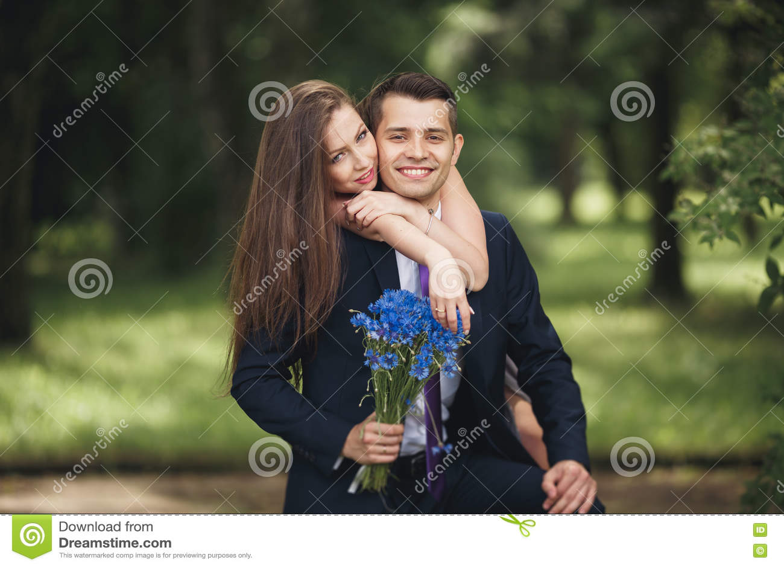 Девушка трахает лицо парня и его язык своей киской порно помашут