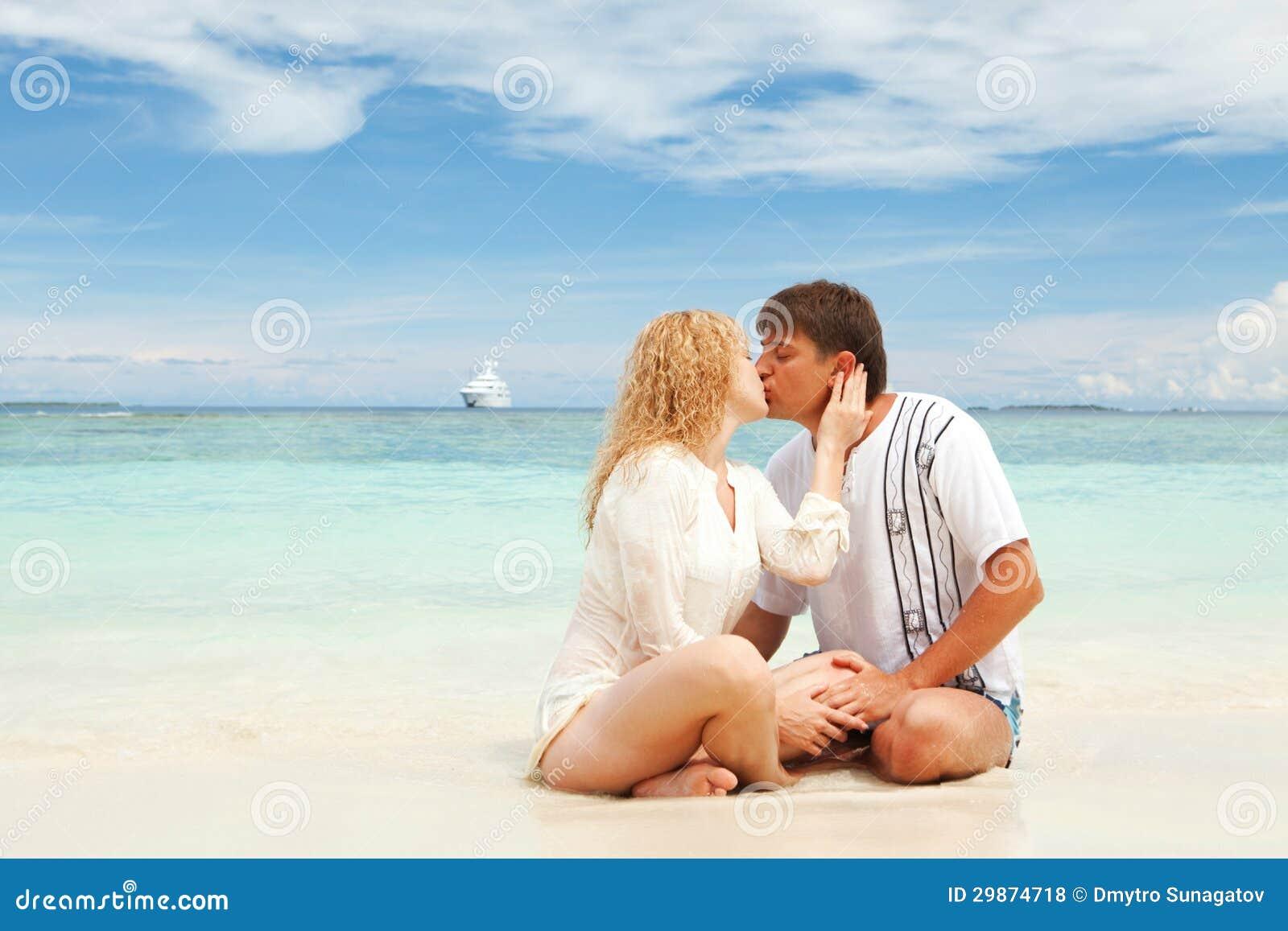 Пары на пляже фото 360-688