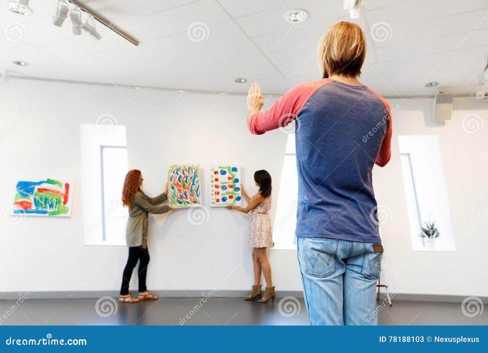 молодые фото галереи