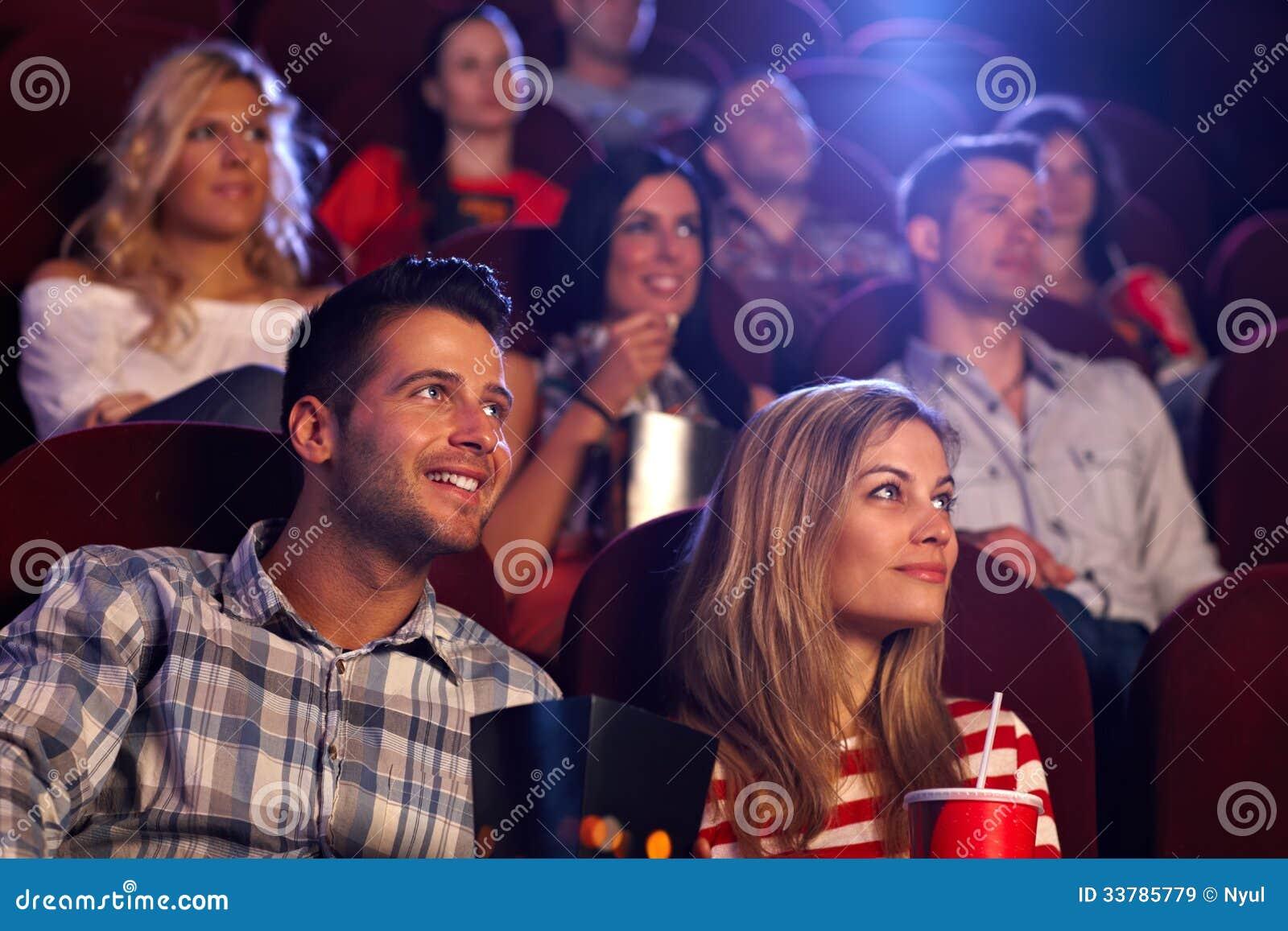 Фото молодые в кинотеатре фото 419-842