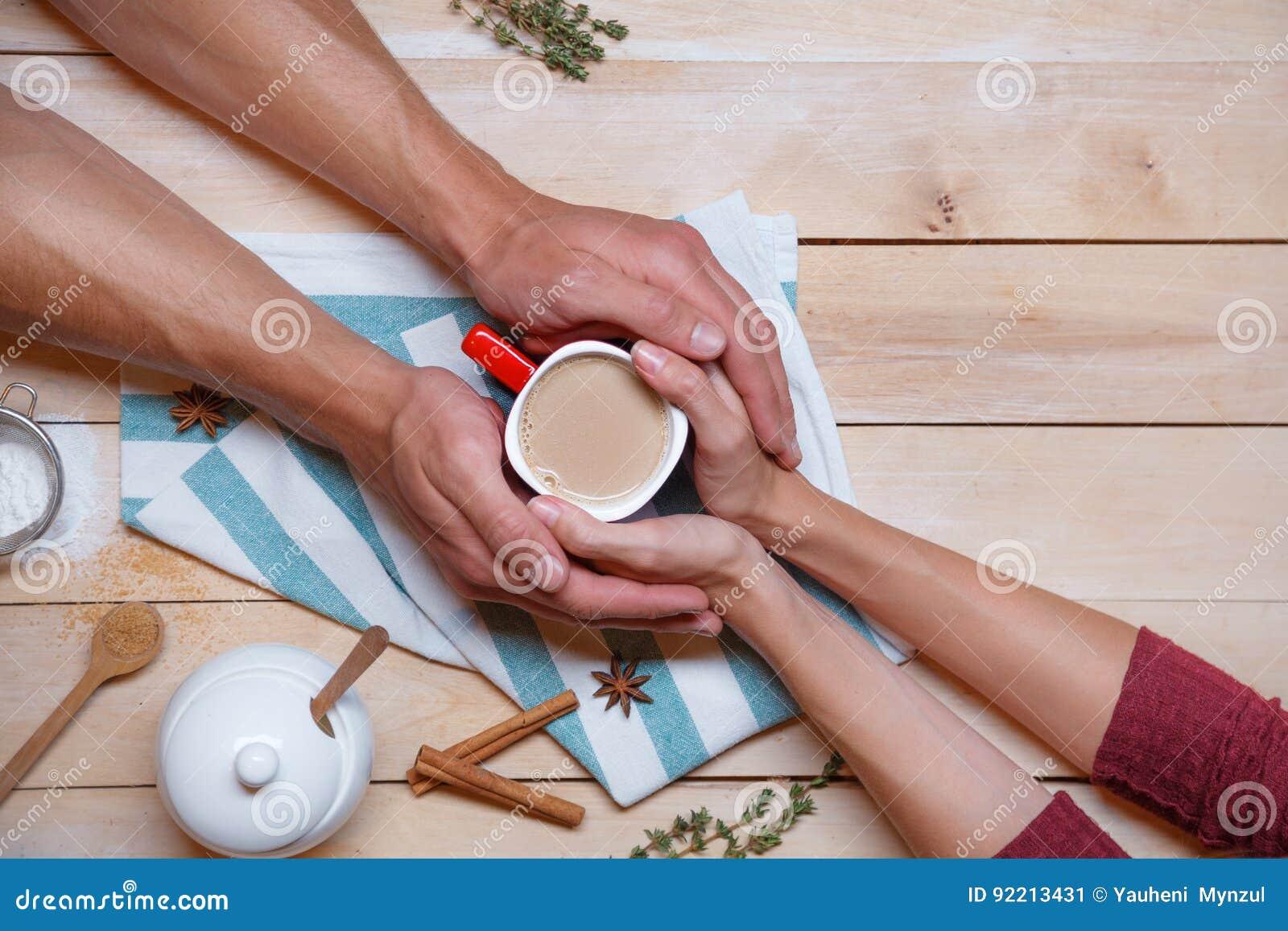 Фото женских рук на аву