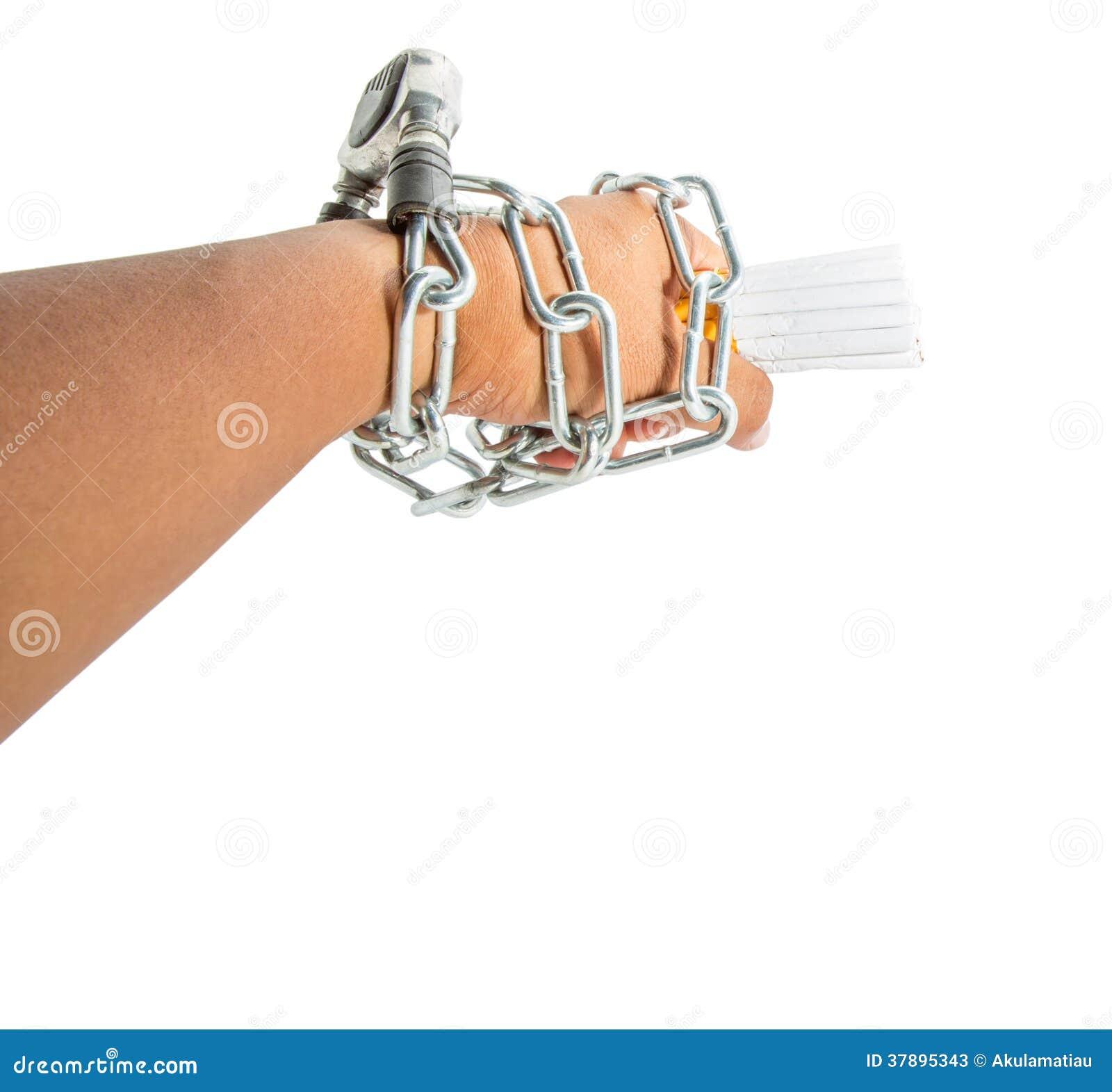 Мужские рука, цепи и сигарета II