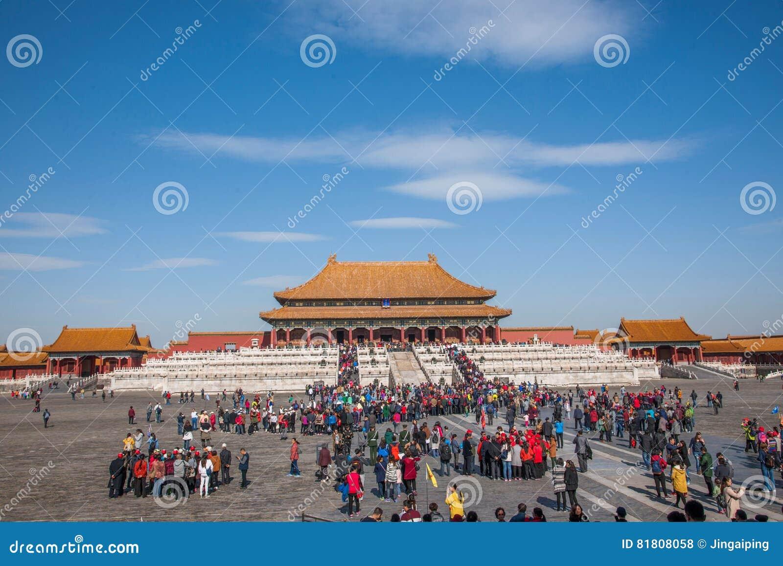 Музей национального дворца Пекина для того чтобы навестить толпа