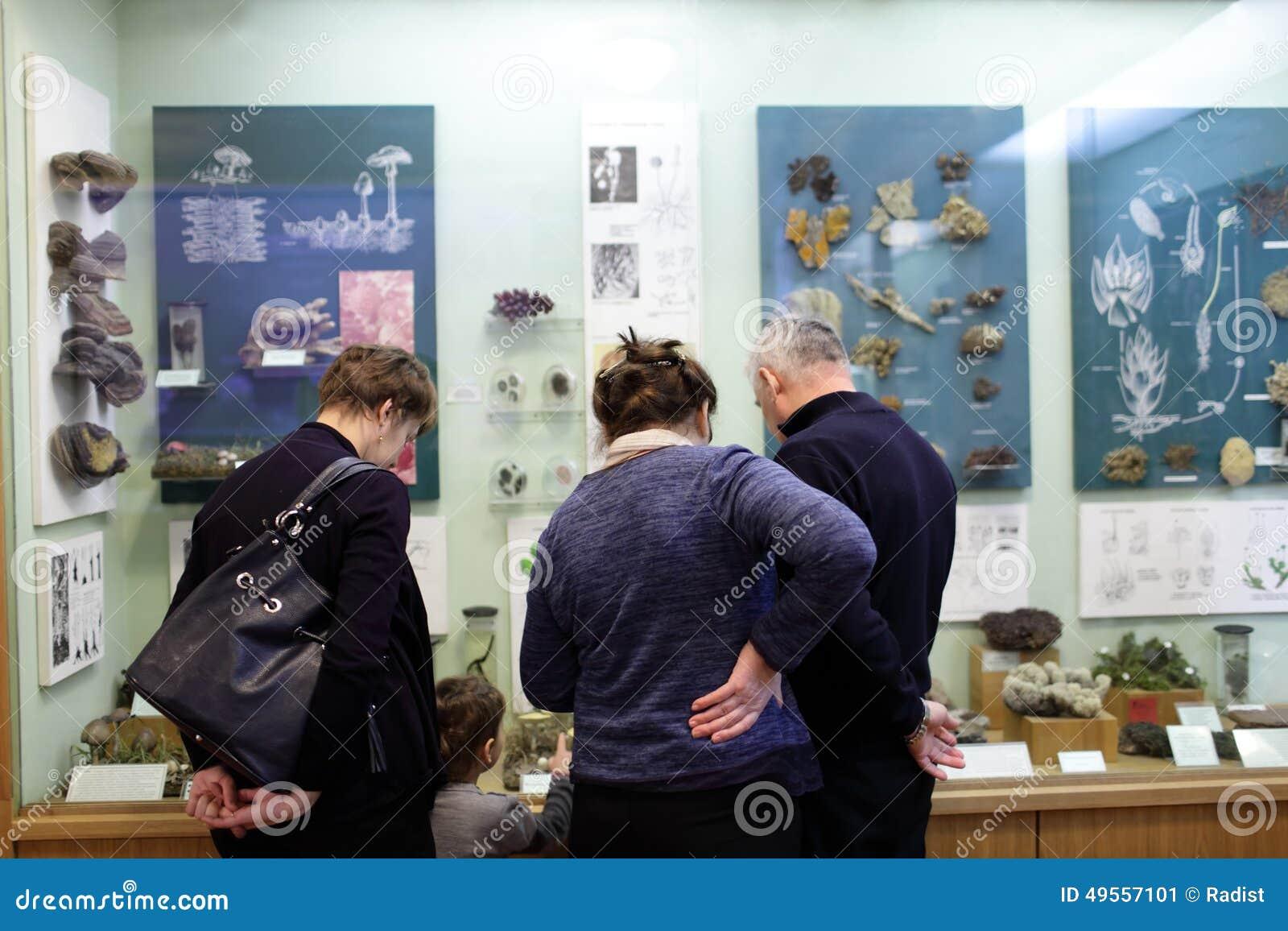 Музей семьи посещая