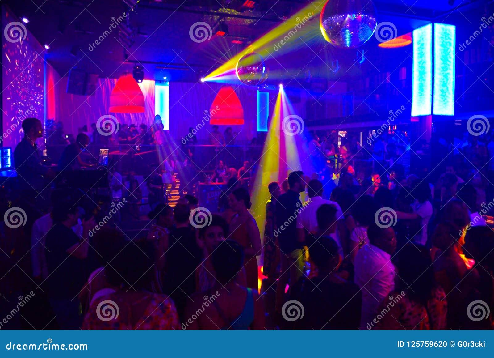 Музыка в ночном клубе стриптиз клуб в анапа