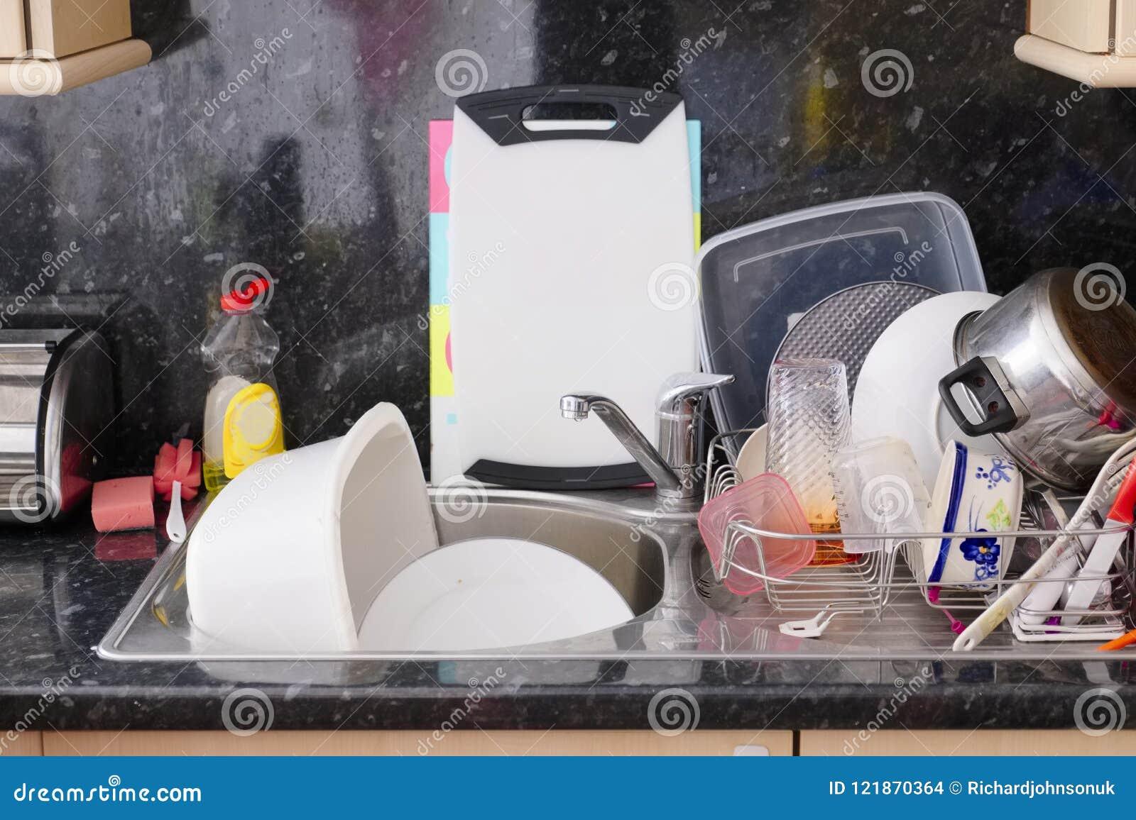 Мыть вверх по drainer раковины dishes кухня лотков баков столового прибора плит грязная untidy