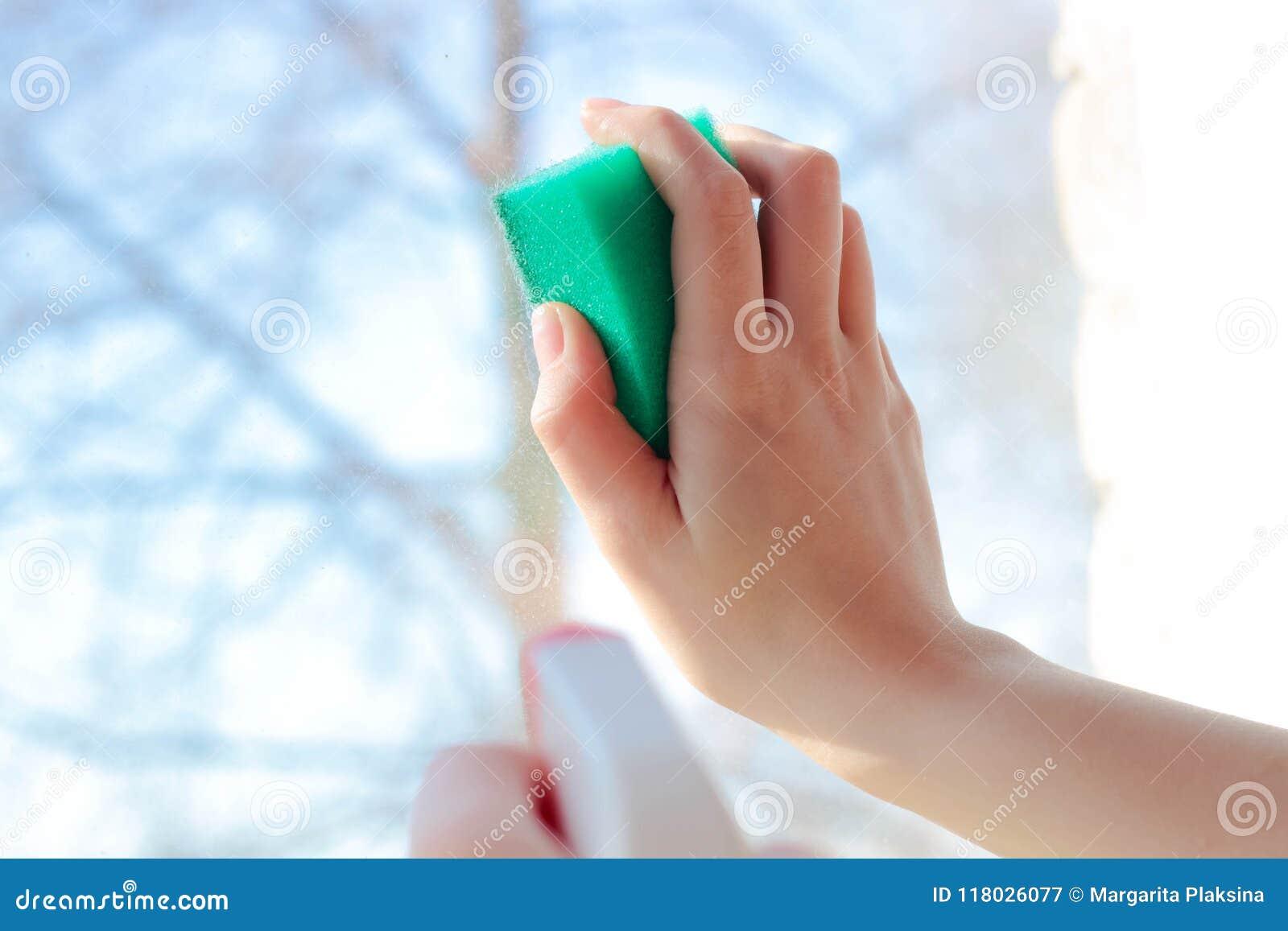 Мыть окна с вашей рукой