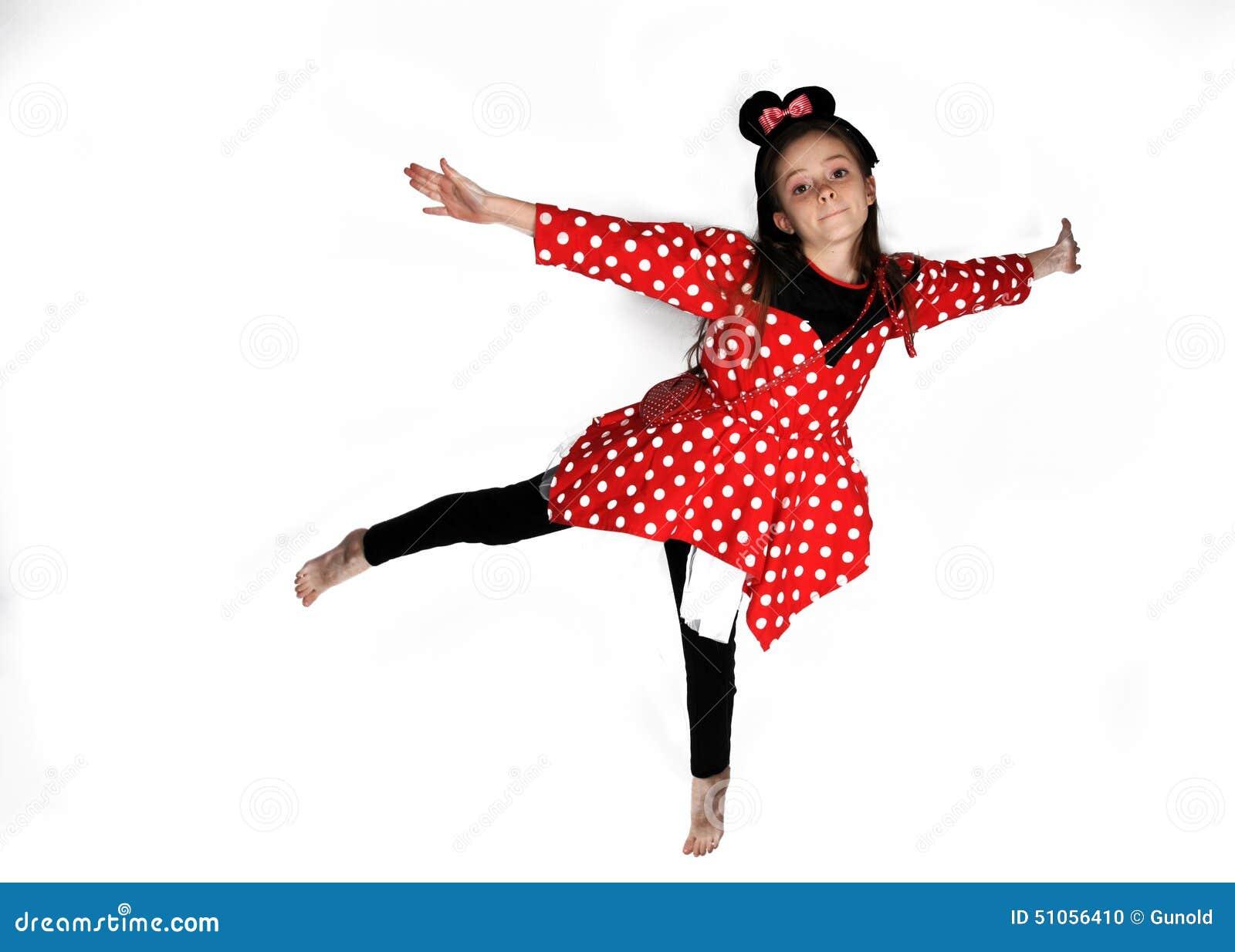Мышь Минни танцев