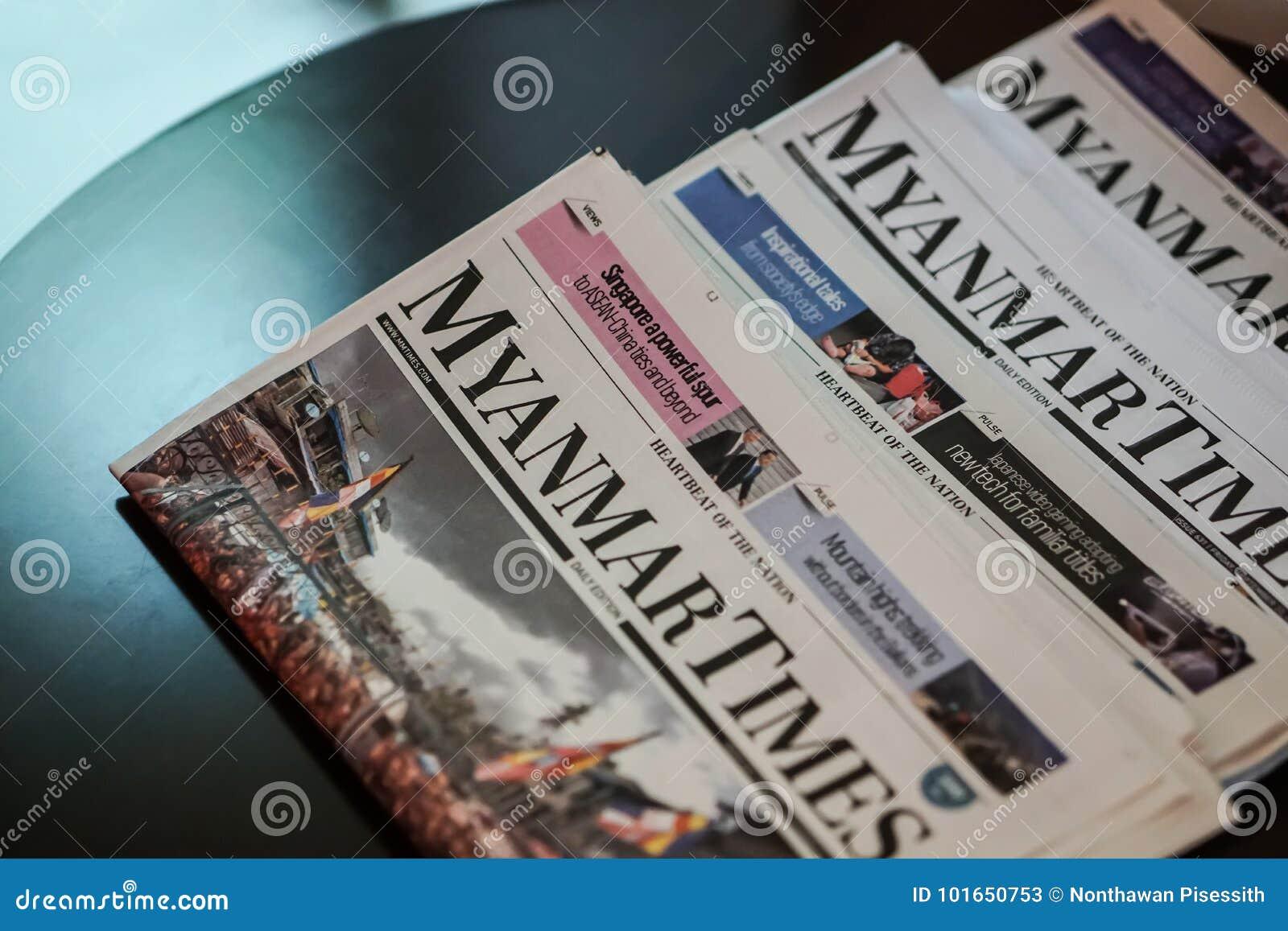 Мьянма приурочивает газету на таблице в гостинице
