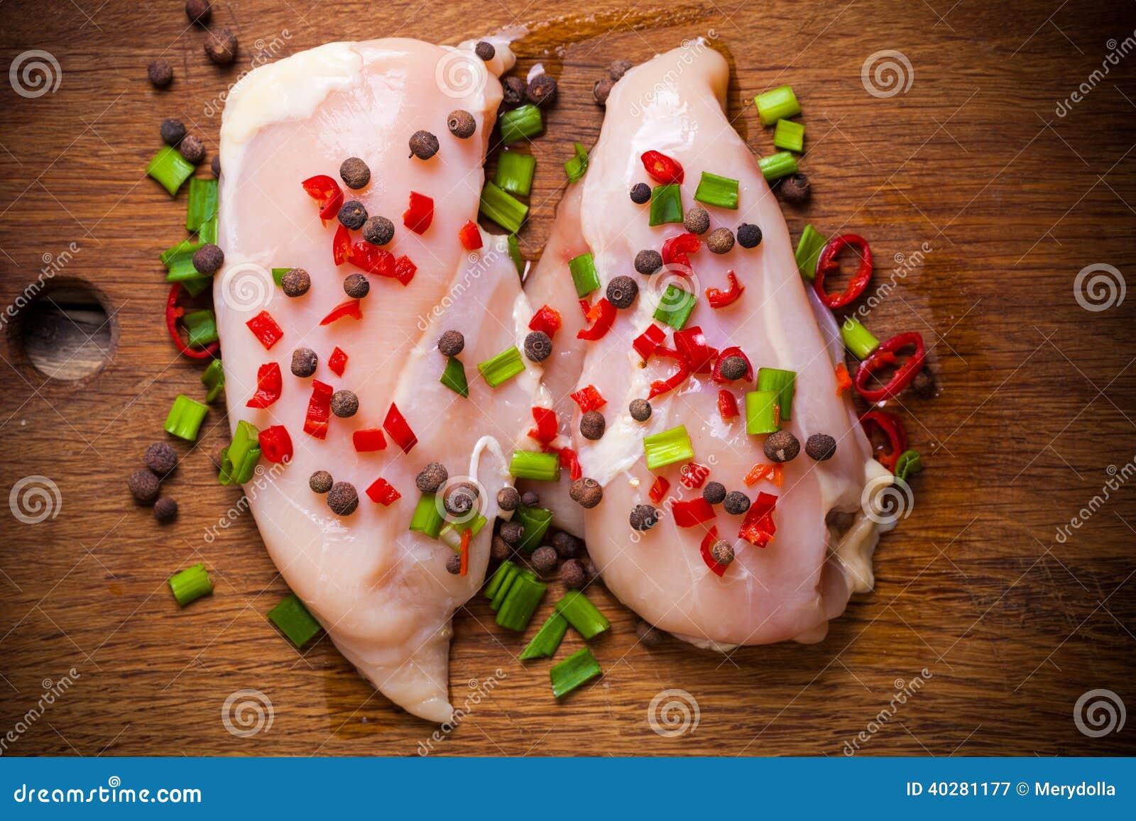 мясо цыпленка свежее