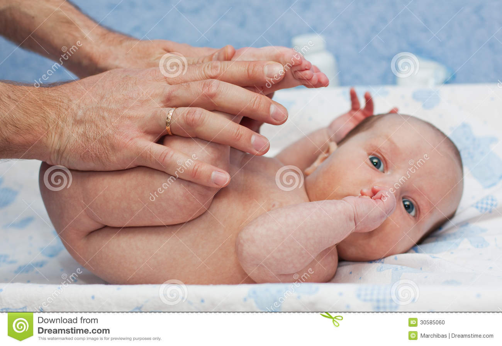 Младенец массажа newborn