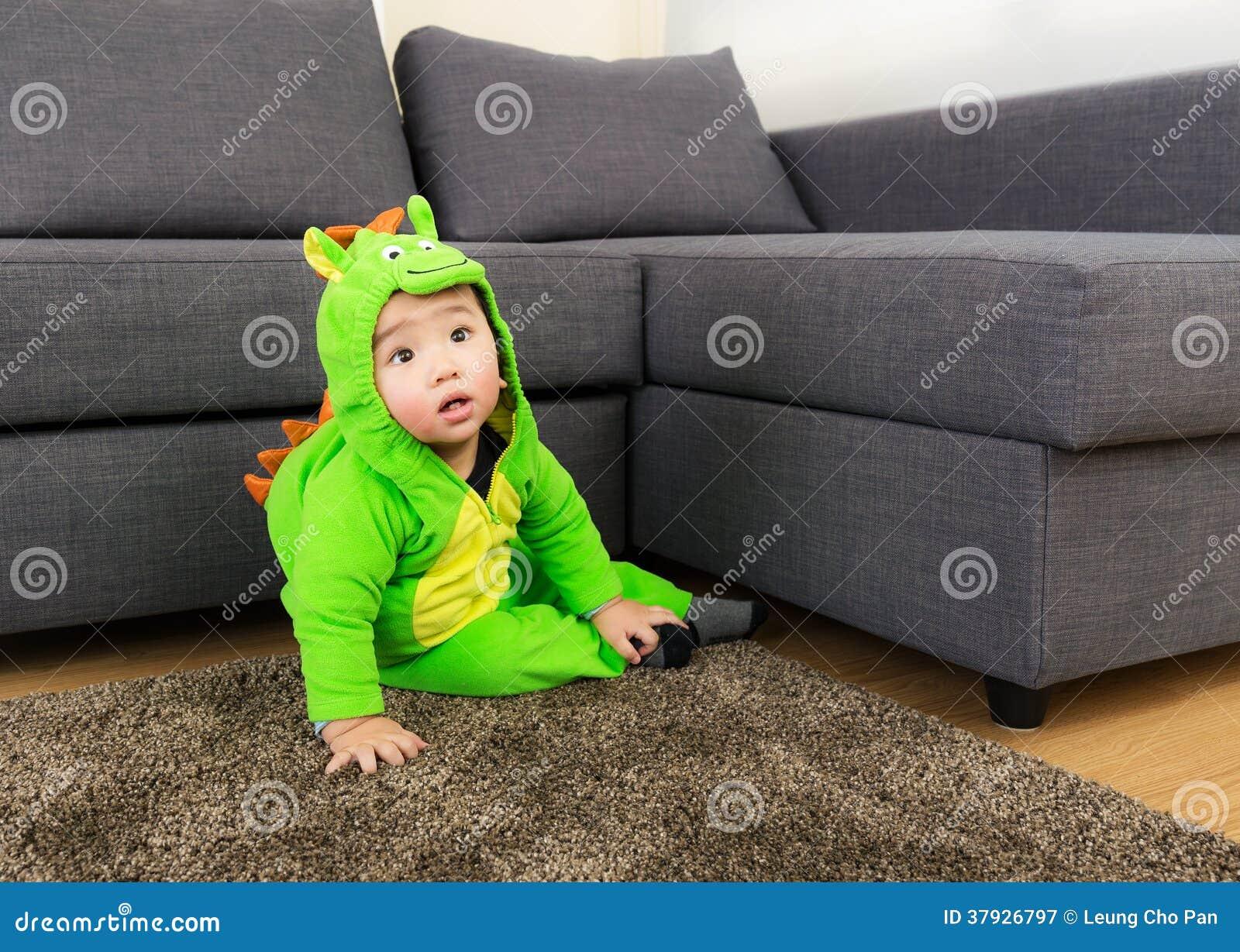 Младенец с костюмом партии хеллоуина