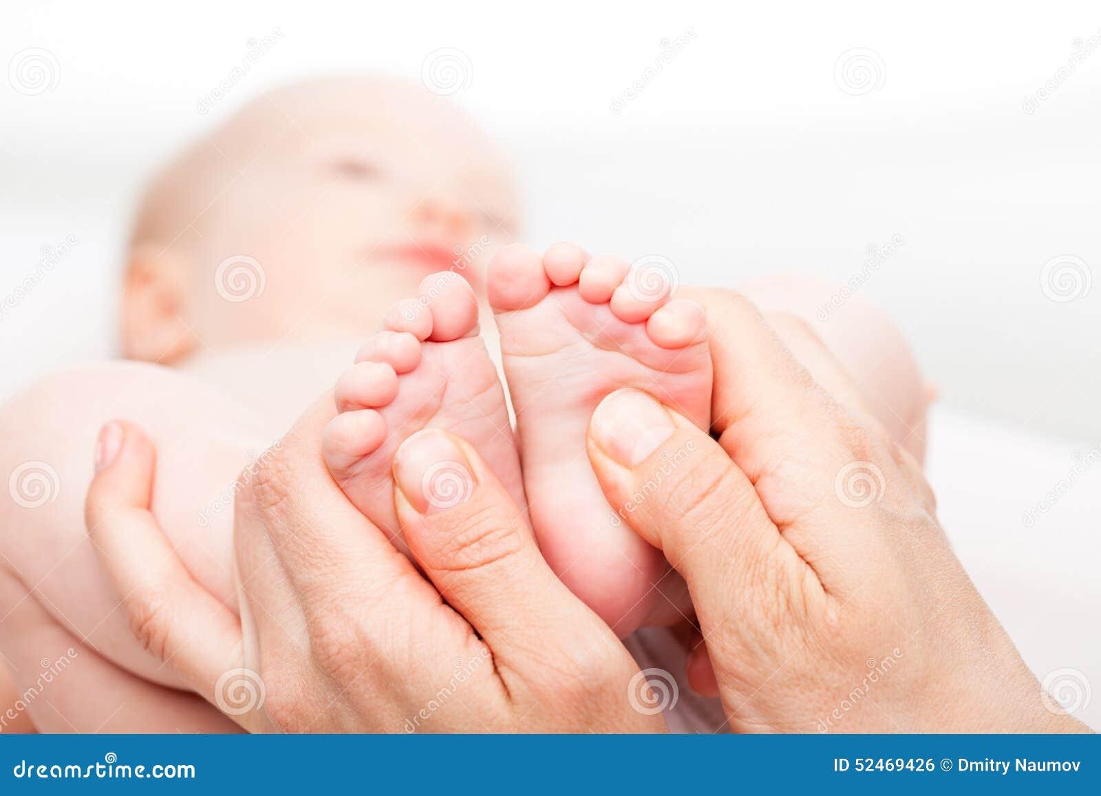 Младенческий массаж ноги