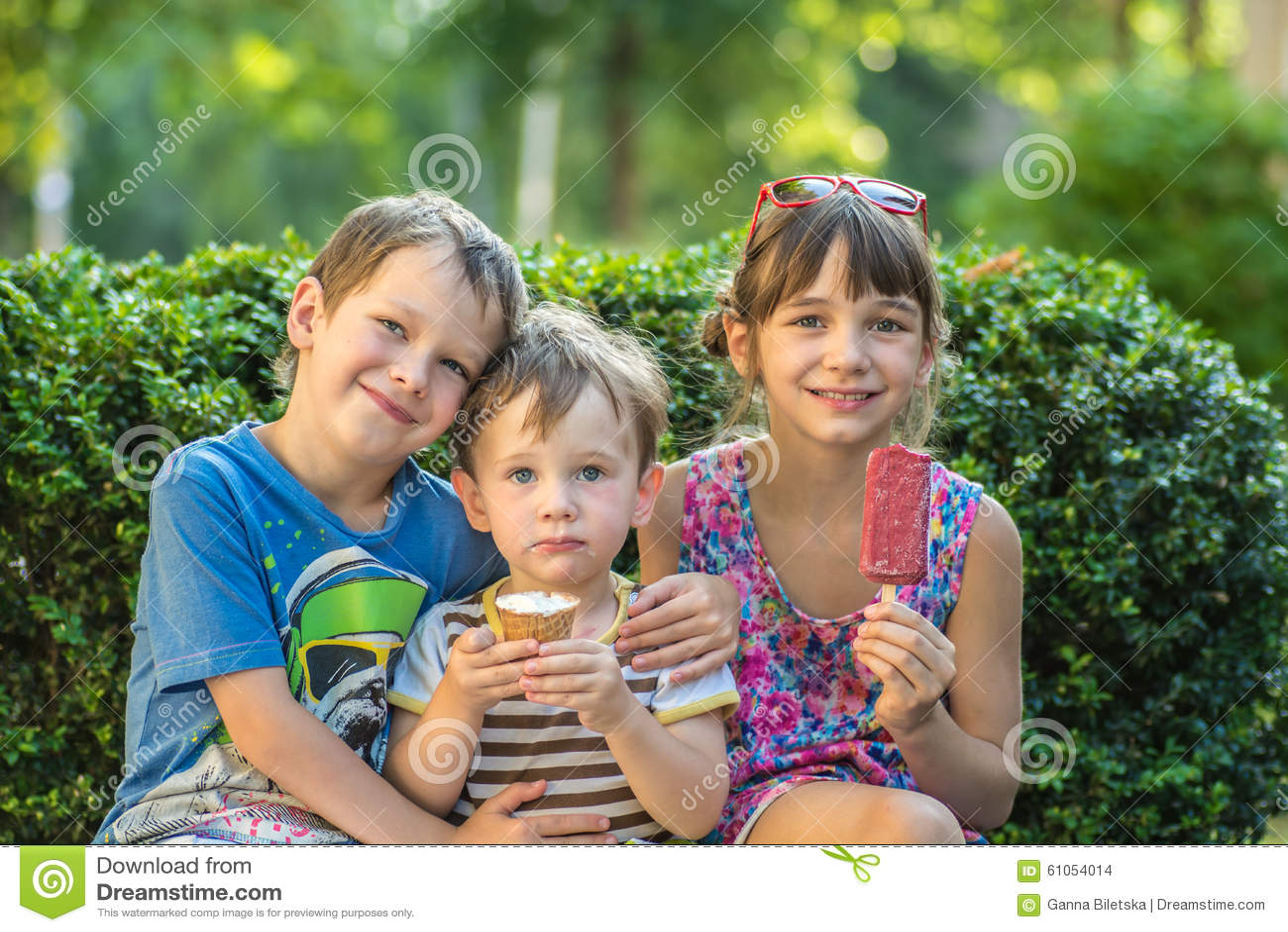 Старший брат и младшая сестра одни на даче, Родные сестра и брат реальная домашка 19 фотография