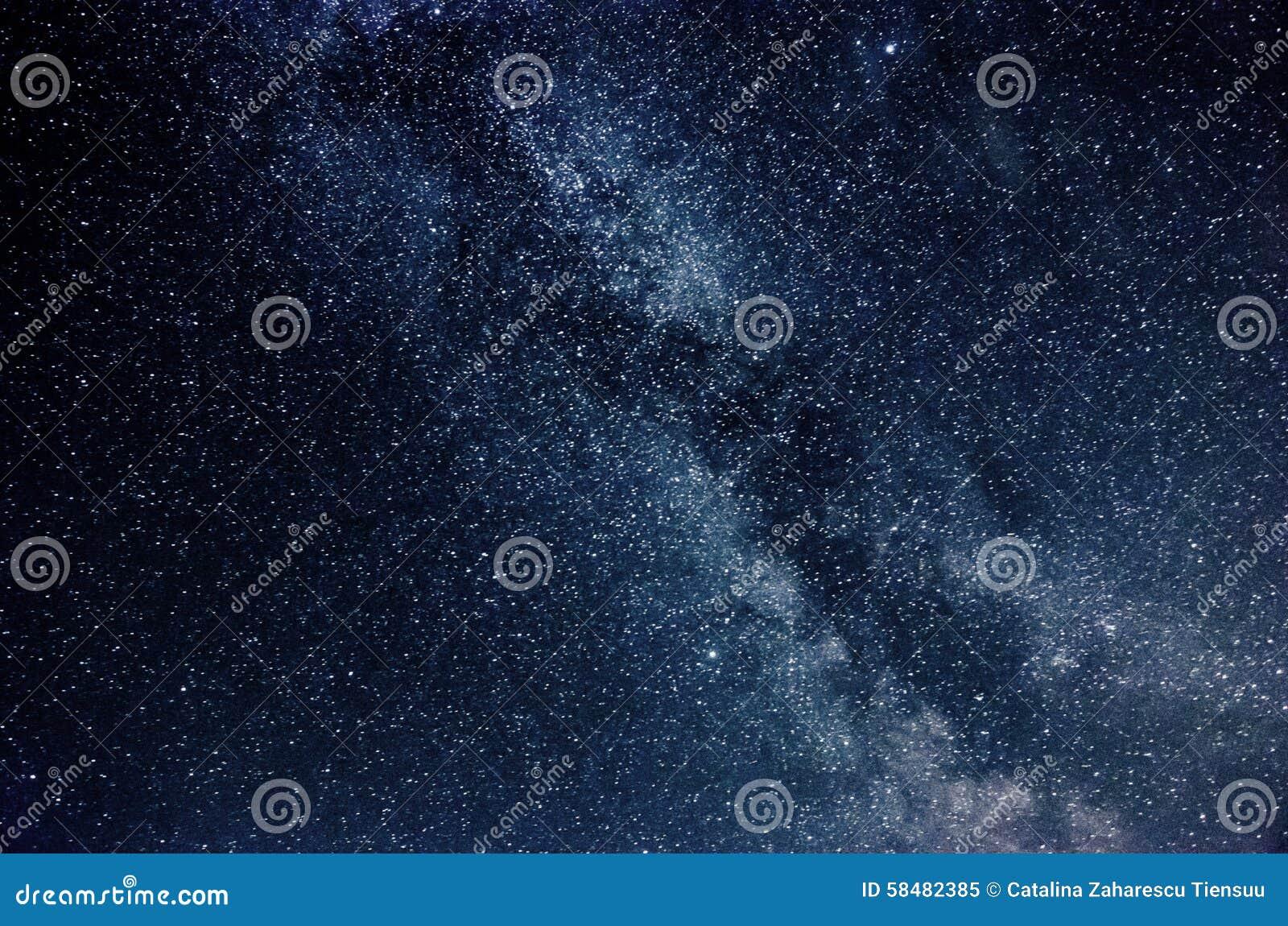 Млечный путь и звёздное небо с облаками