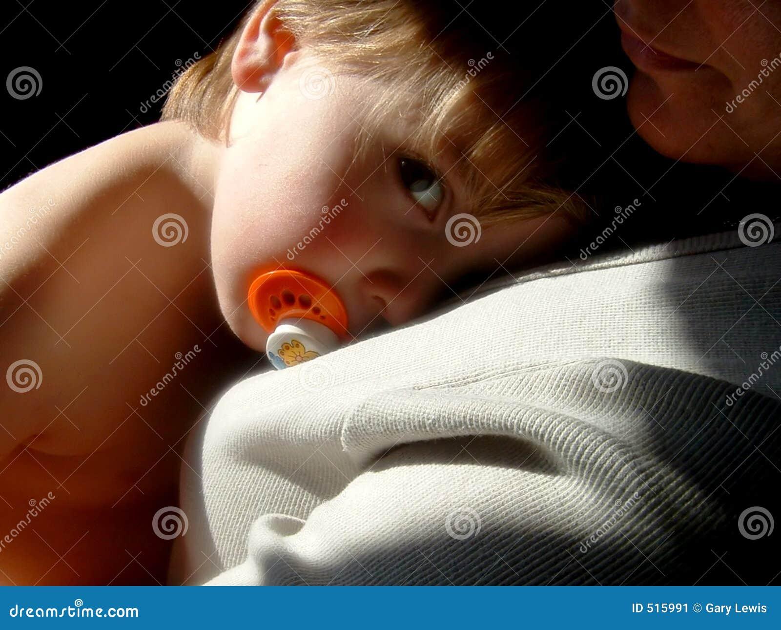 наблюдать младенца