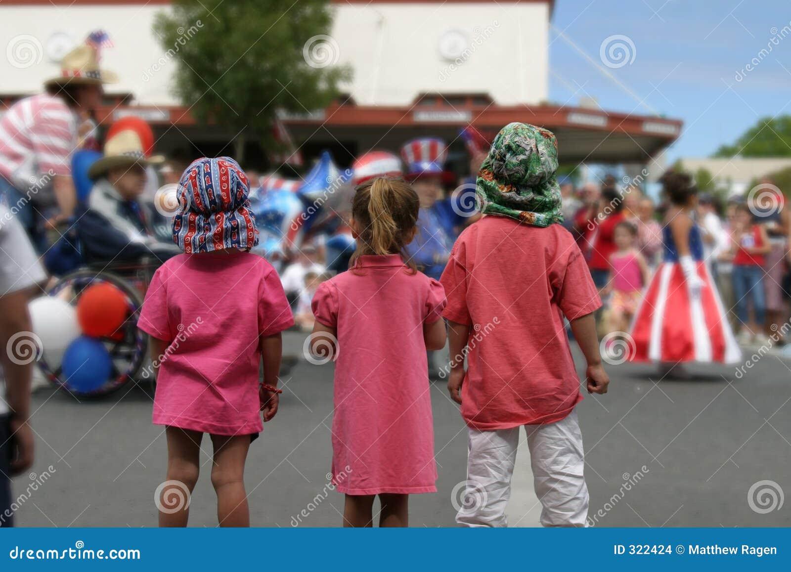 наблюдать парада