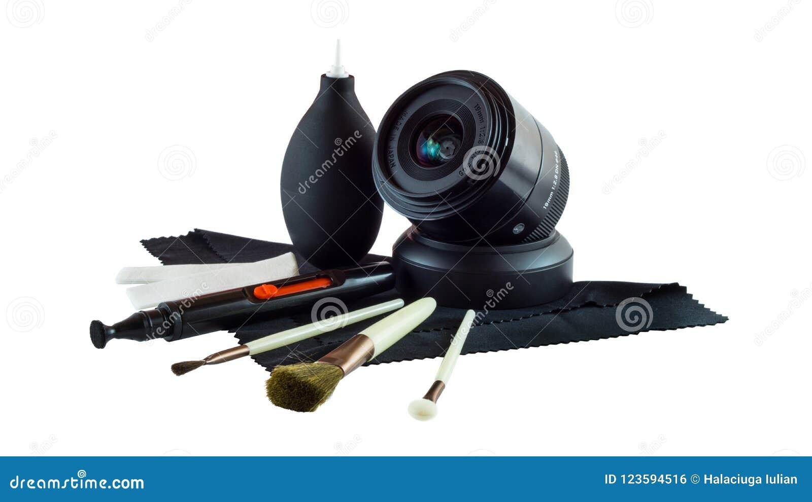 Набор объектива фотоаппарата и объектива фото очищая изолированный на белой предпосылке