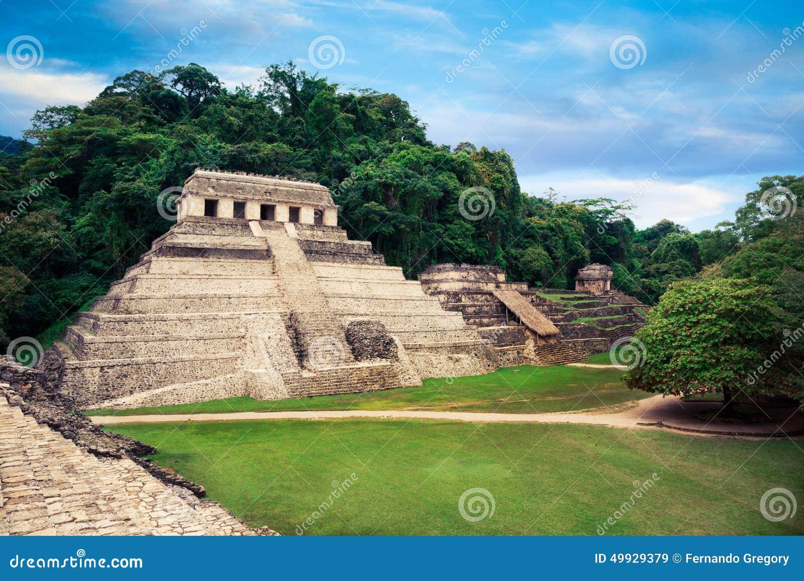 Наблюдательная вышка дворца в Palenque, городе Майя в Чьяпасе, Мексике