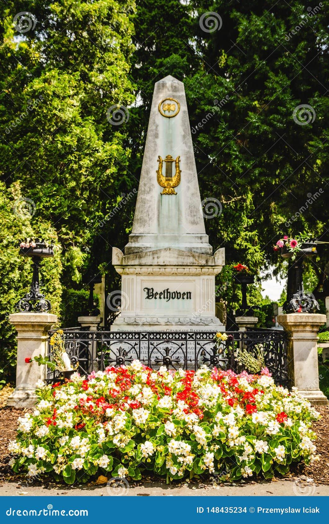 Надгробная плита Бетховен в кладбище Вены центральном