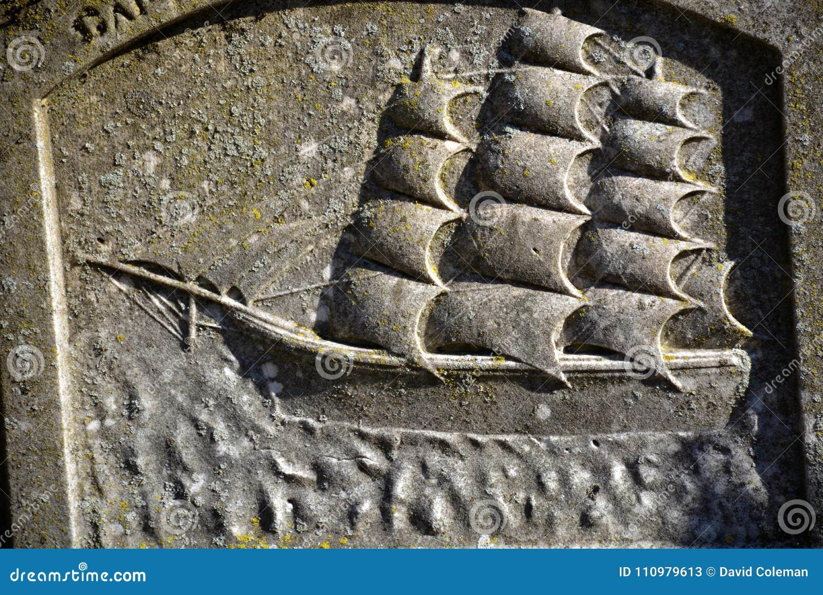 Надгробный камень моряков