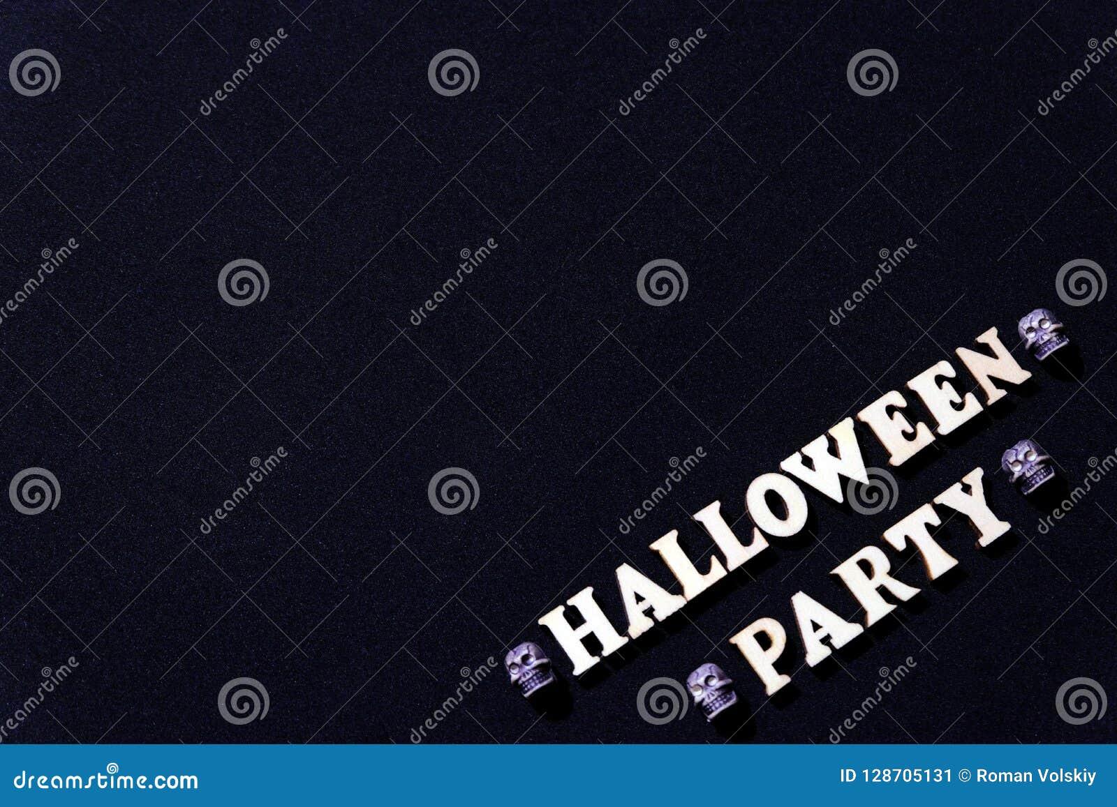 Надпись от деревянных писем на хеллоуин