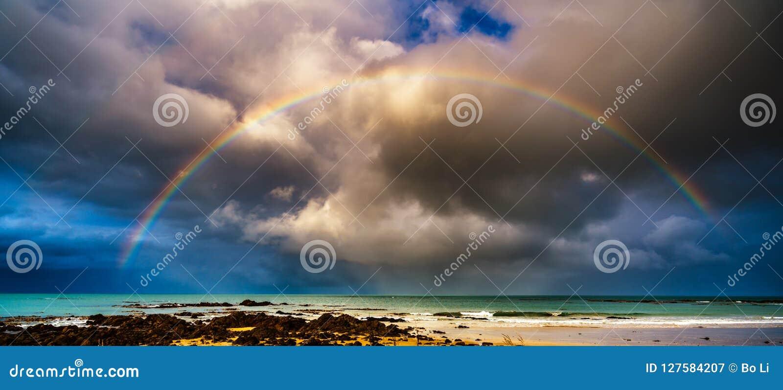 над морем радуги