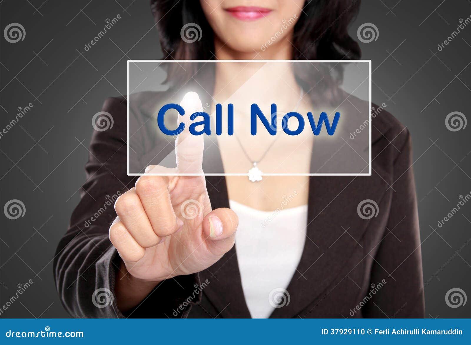 Нажим бизнес-леди, который нужно вызвать теперь застегивает на виртуальном экране