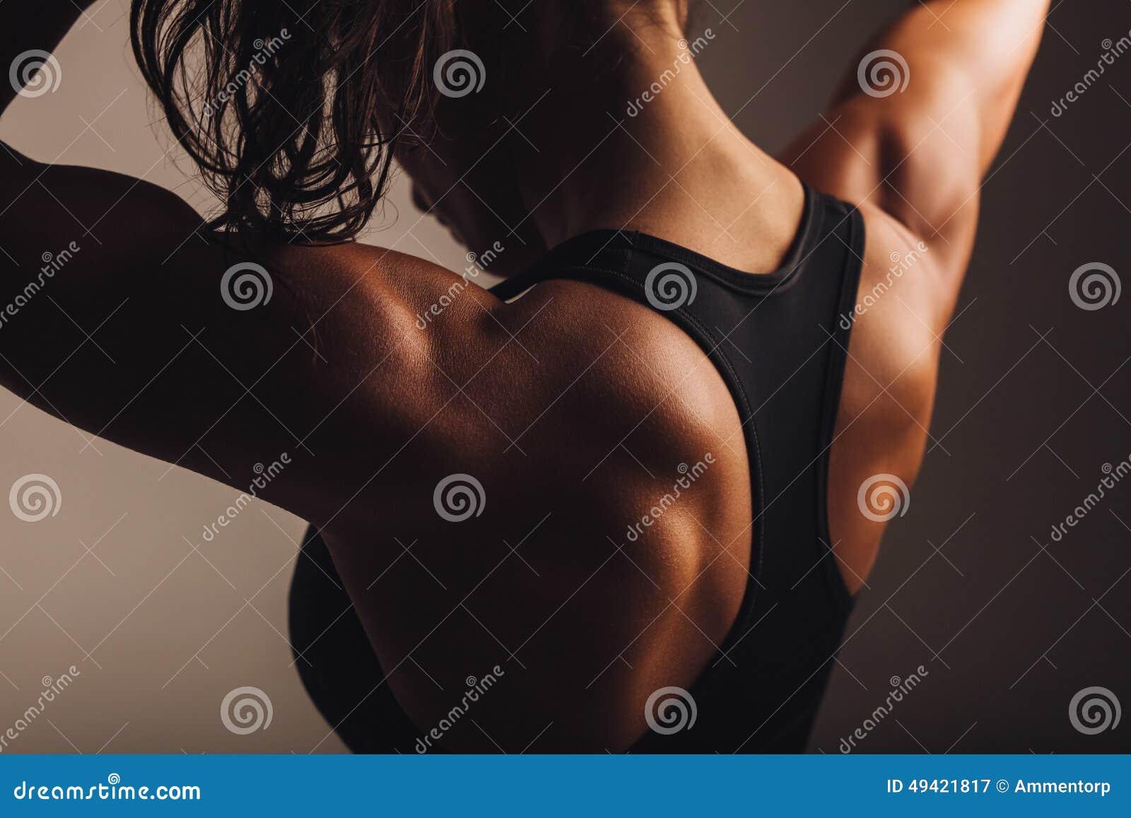 Назад женской модели фитнеса