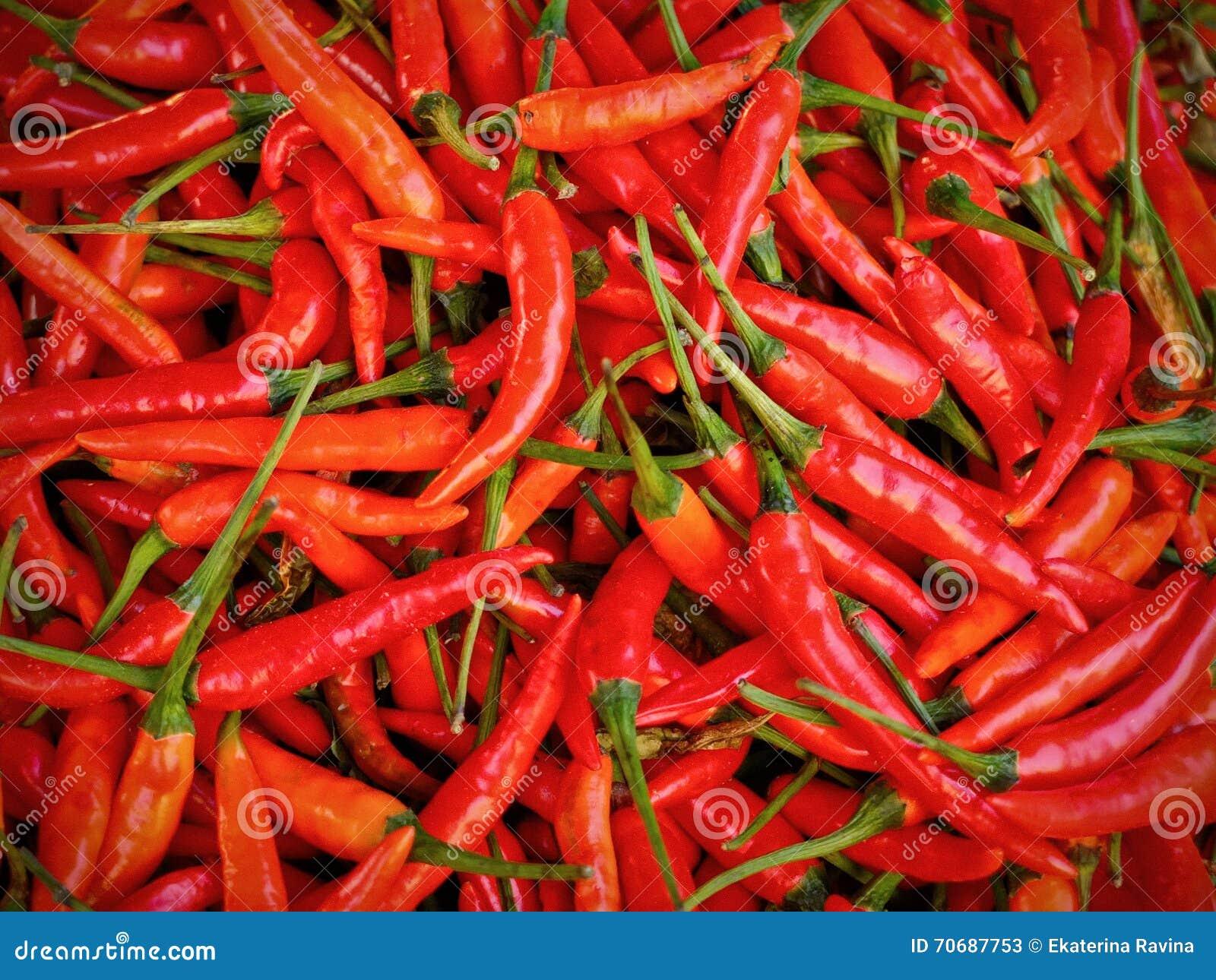 Накаленные докрасна высушенные перцы chili