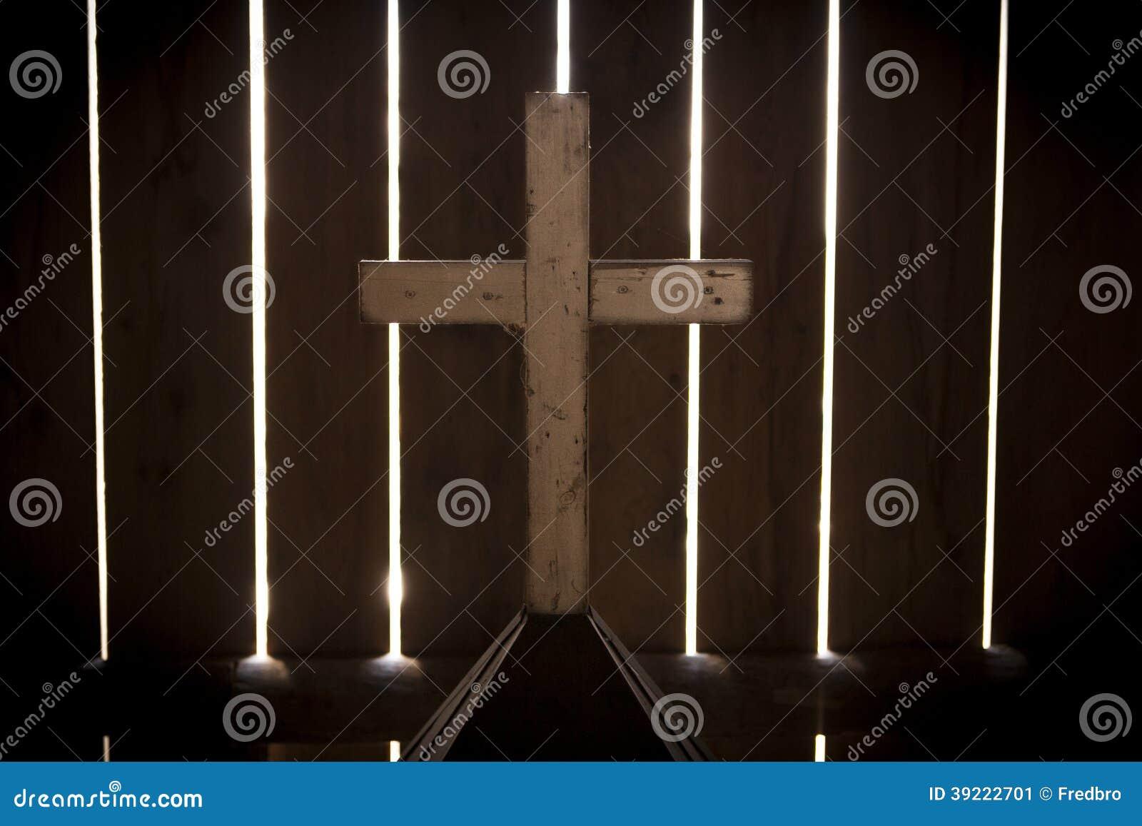 Накаляя спрятанный крест