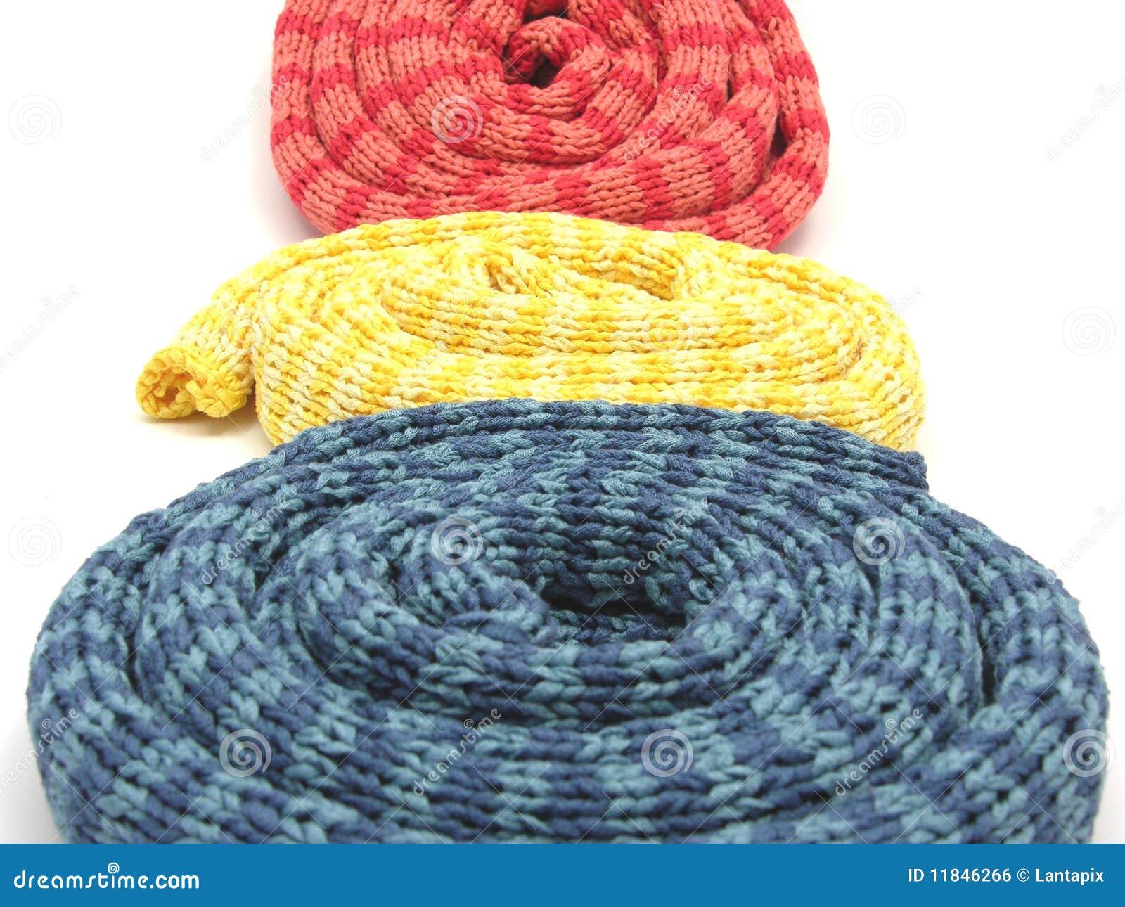 намотанные шарфы striped вверх