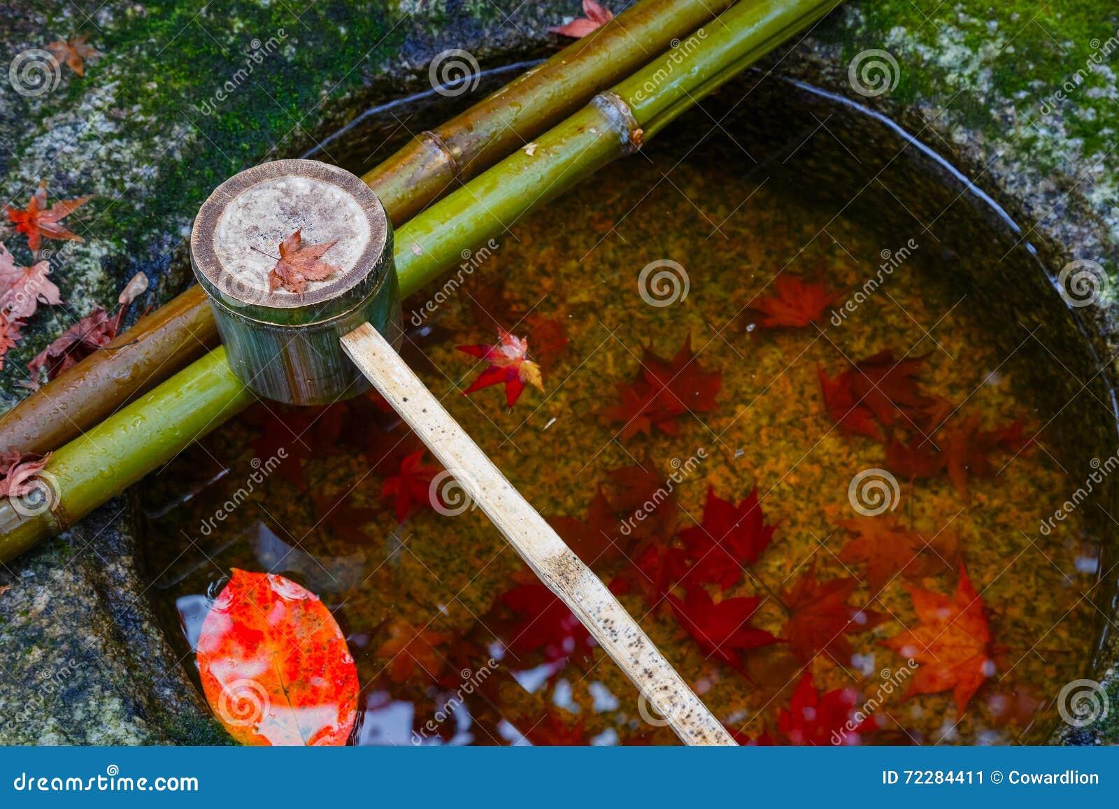 Download Намочите ковш на каменном тазе на Koto-в виске в Киото Стоковое Изображение - изображение насчитывающей green, pagoda: 72284411