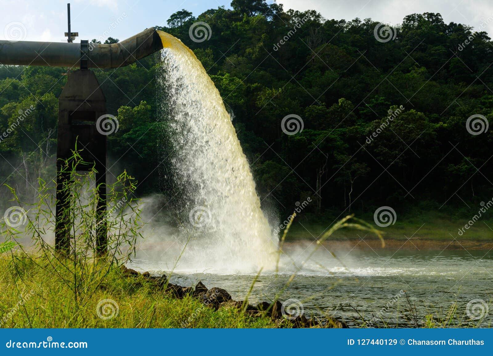 Намочите от стока в продукции воды