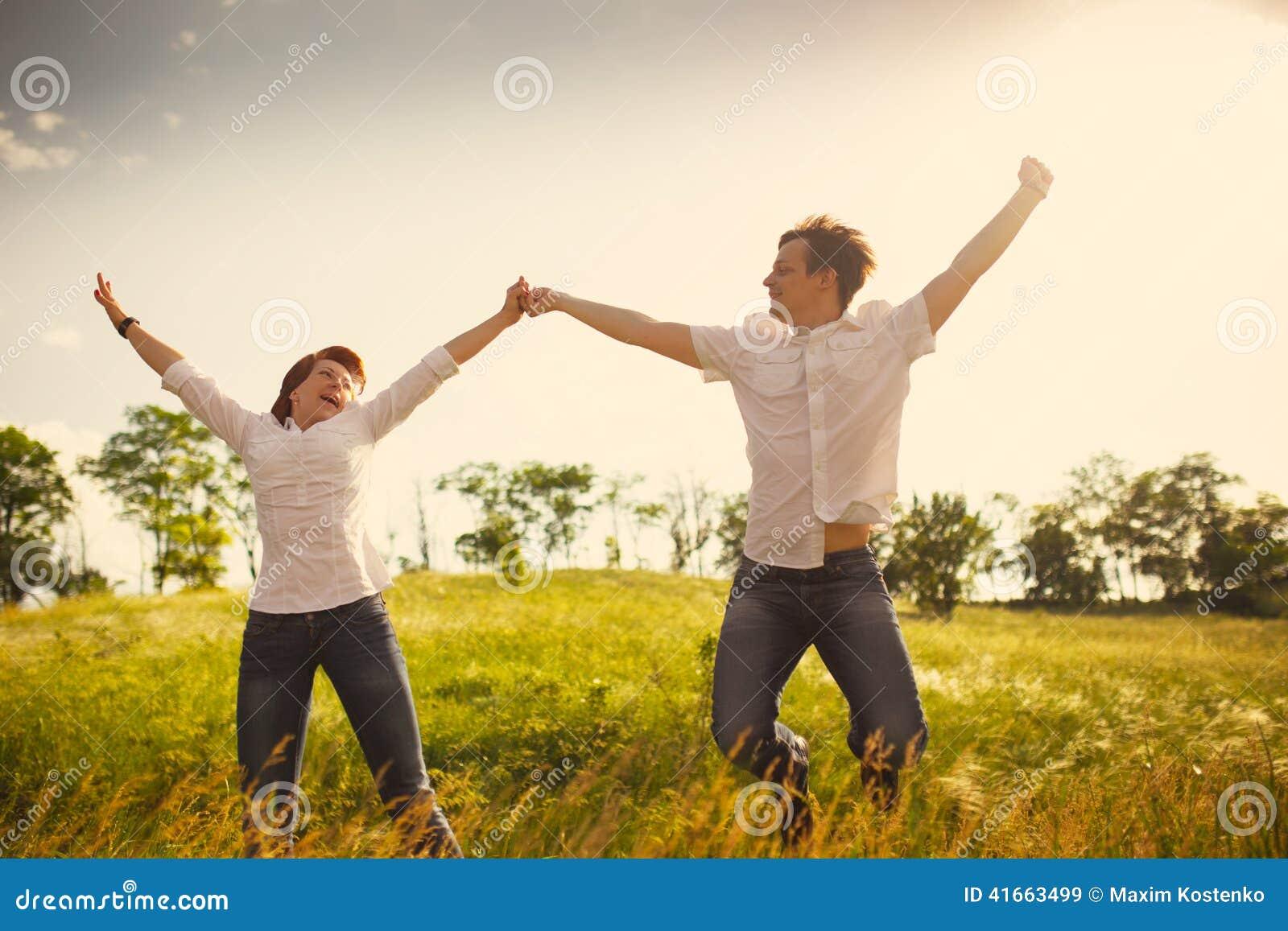 напольное пар счастливое