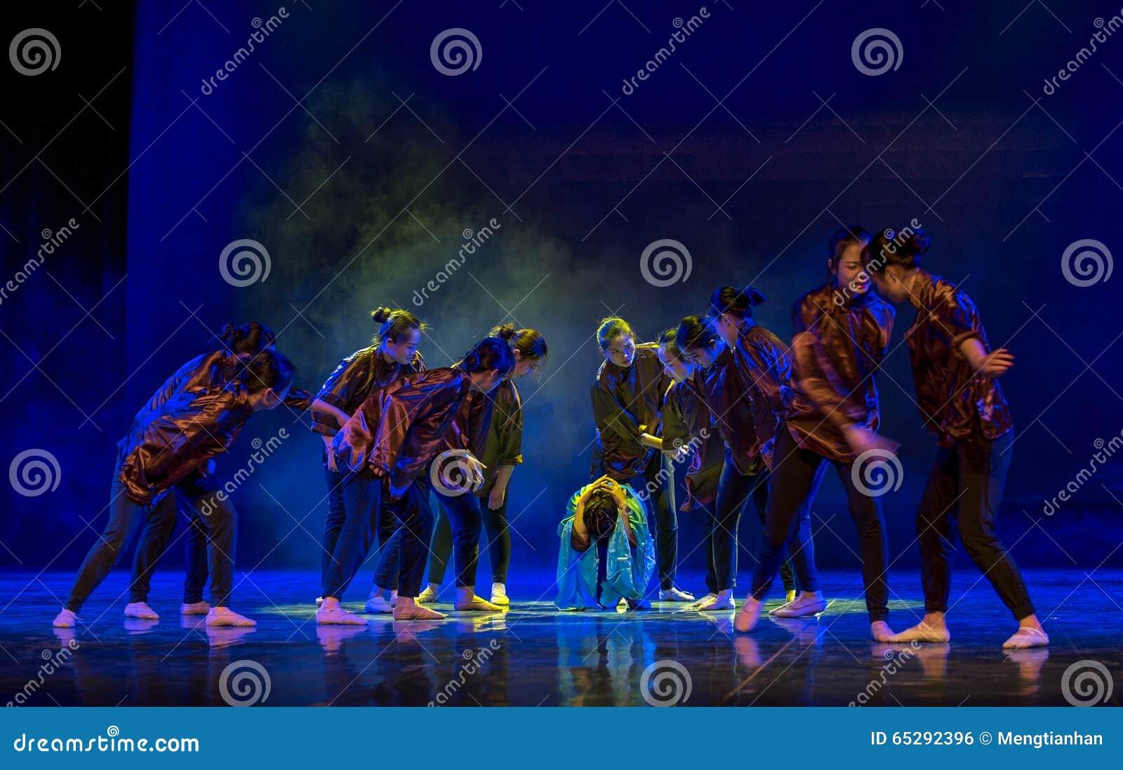 Народный танец соотечественника матери- разладов- спектра аутизма