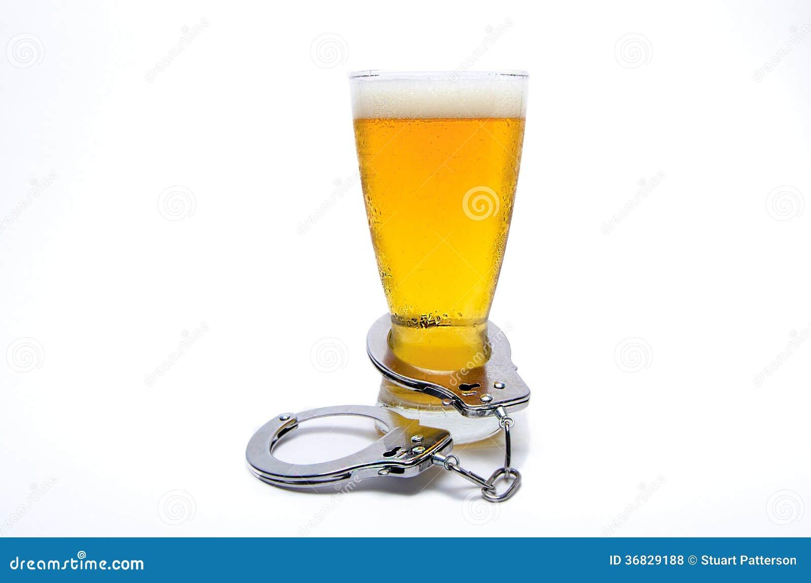 Наручники и стекло пива