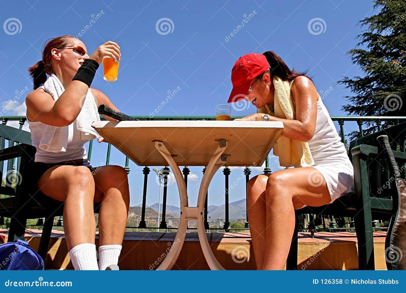 наслаждаться игроками женского сока шутки игры стеклянного померанцовыми теннис 2 солнца