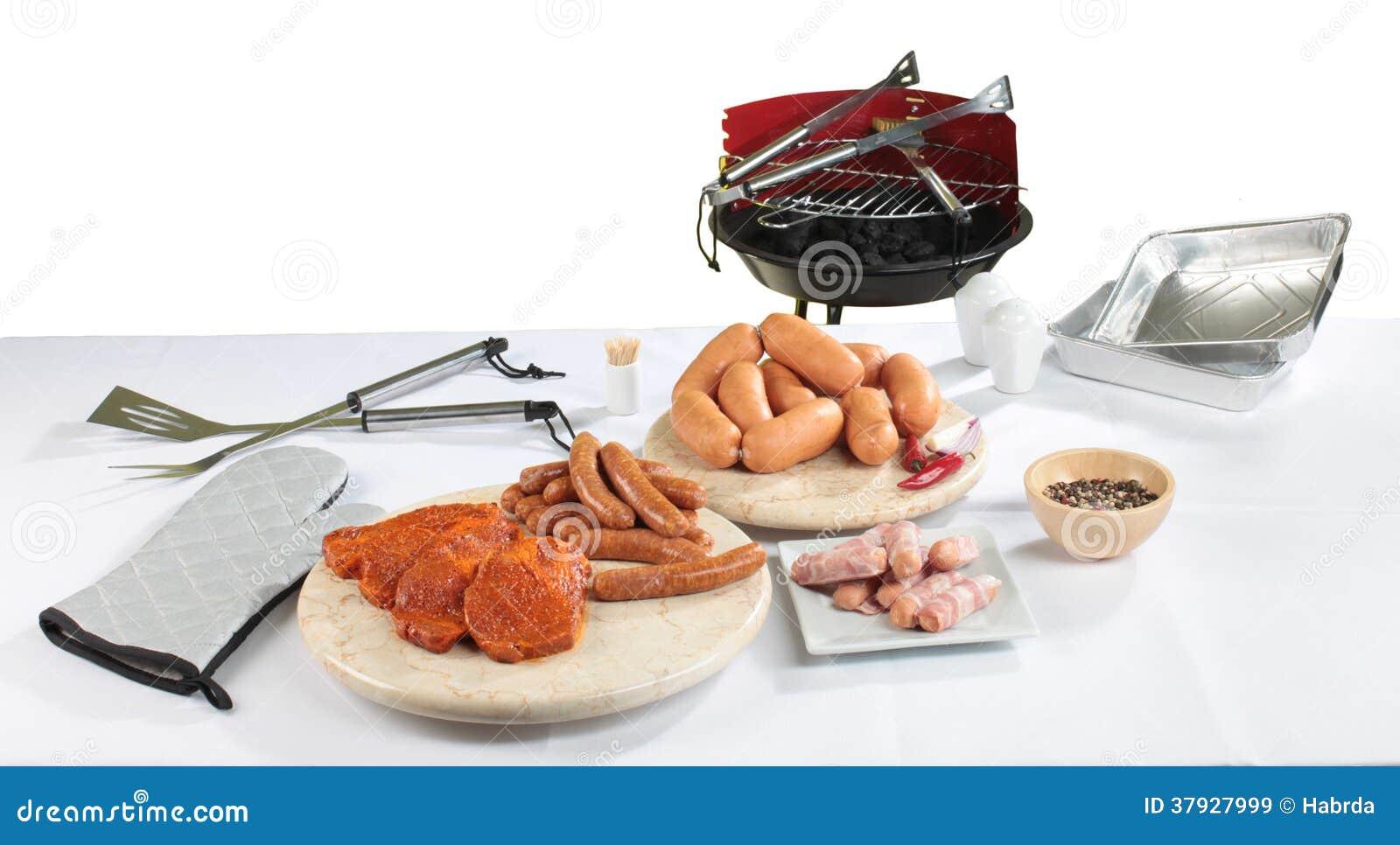 Натюрморт с сосиской барбекю