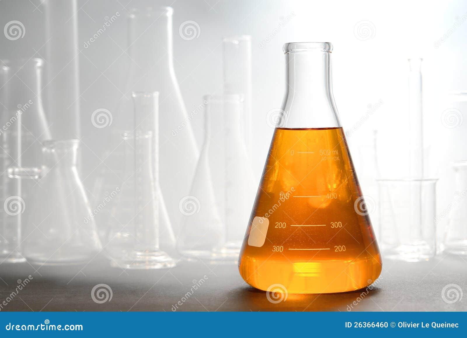 Научный эксперимент в исследовательской лабаратории науки