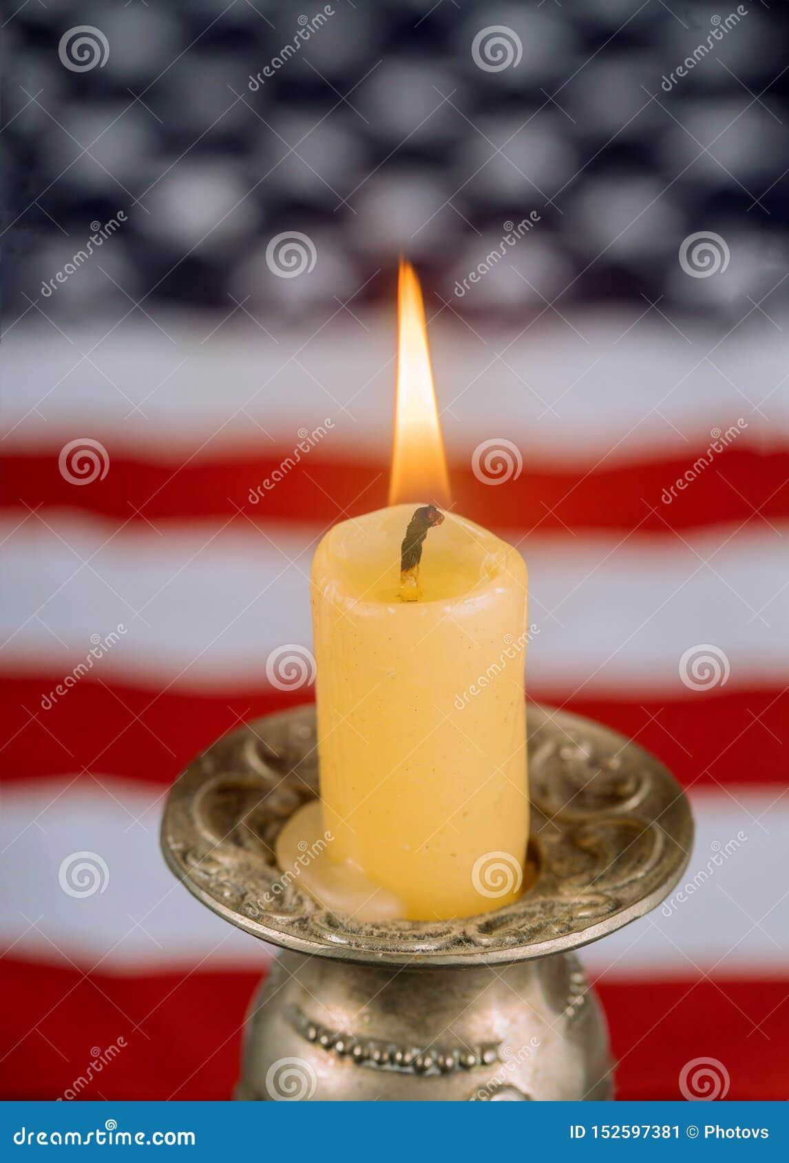 Национальные патриотические символы Американский флаг на свече памяти